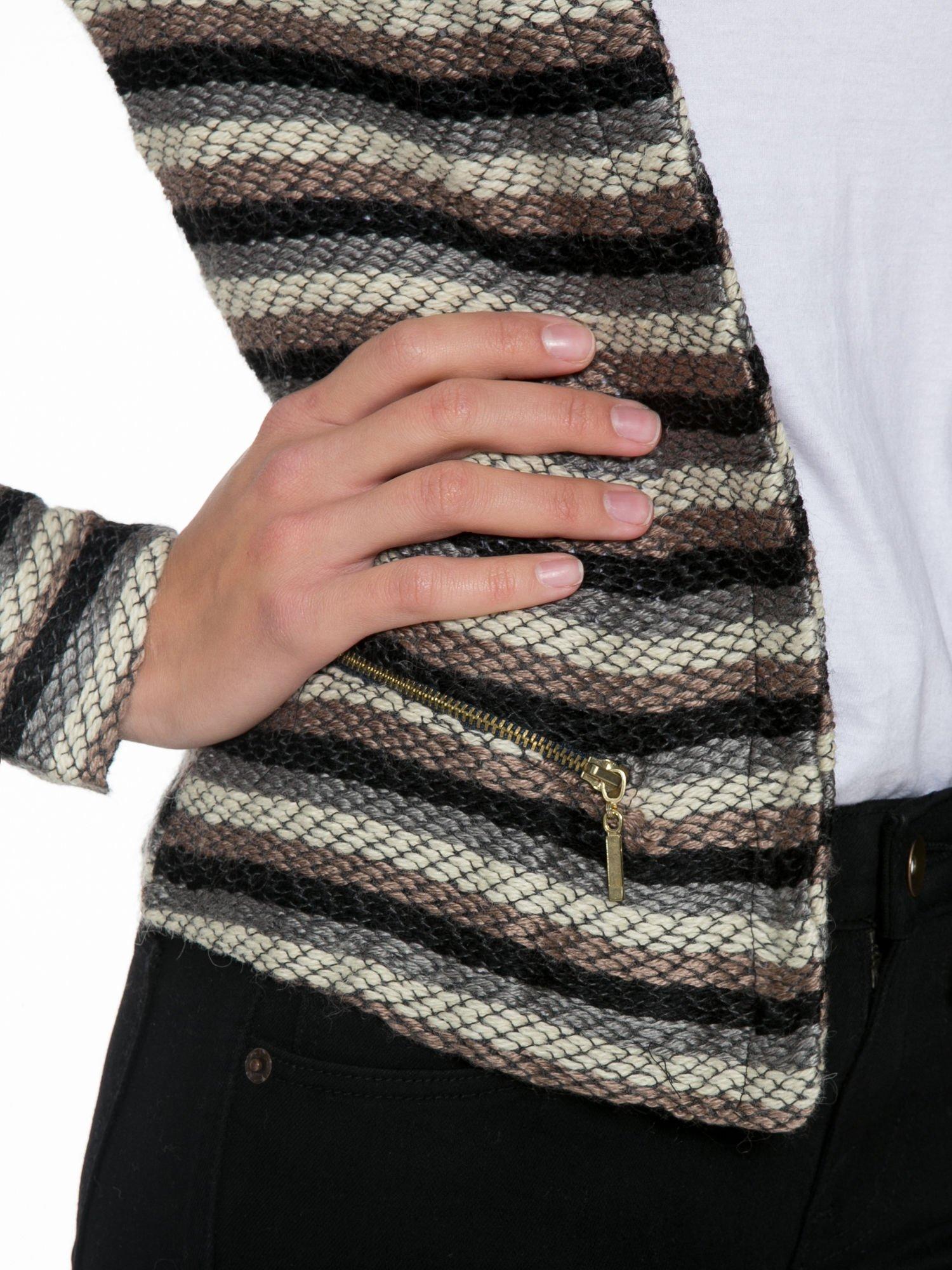 Brązowy dzianinowy żakiet w paski z dżetami i suwakami                                  zdj.                                  6