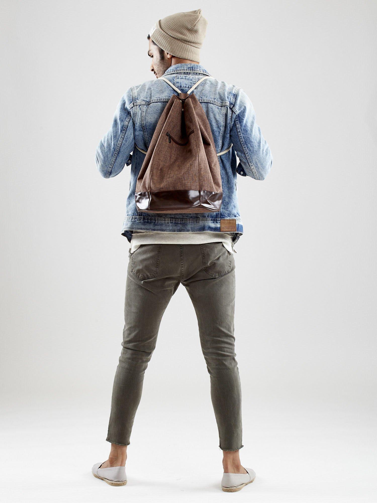 6b4d31b2823bb Brązowy materiałowy plecak worek męski - Mężczyźni Torba męska ...