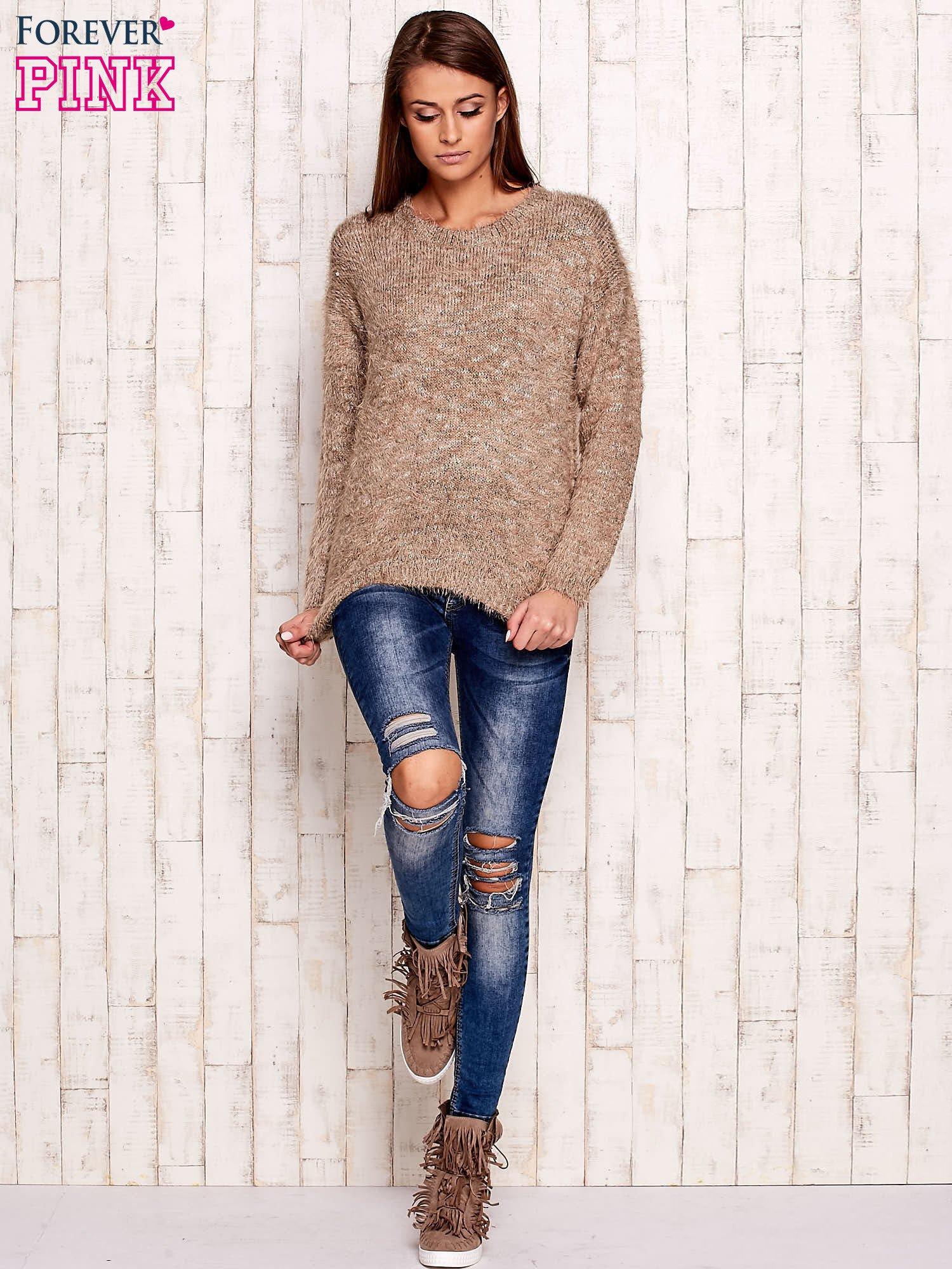 Brązowy melanżowy sweter z dłuższym włosem                                  zdj.                                  4