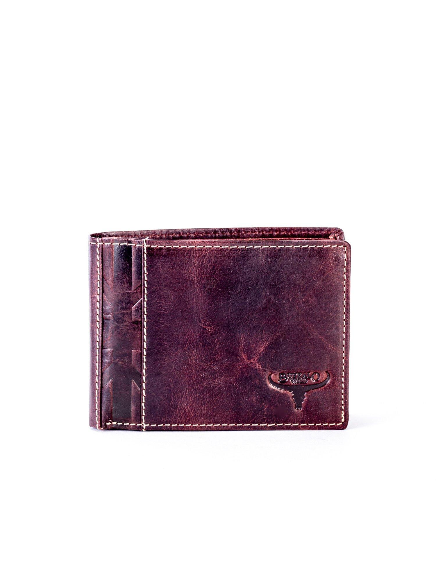 54b7949e5a70a Brązowy skórzany portfel męski z tłoczonym emblematem - Mężczyźni portfel  męski - sklep eButik.pl
