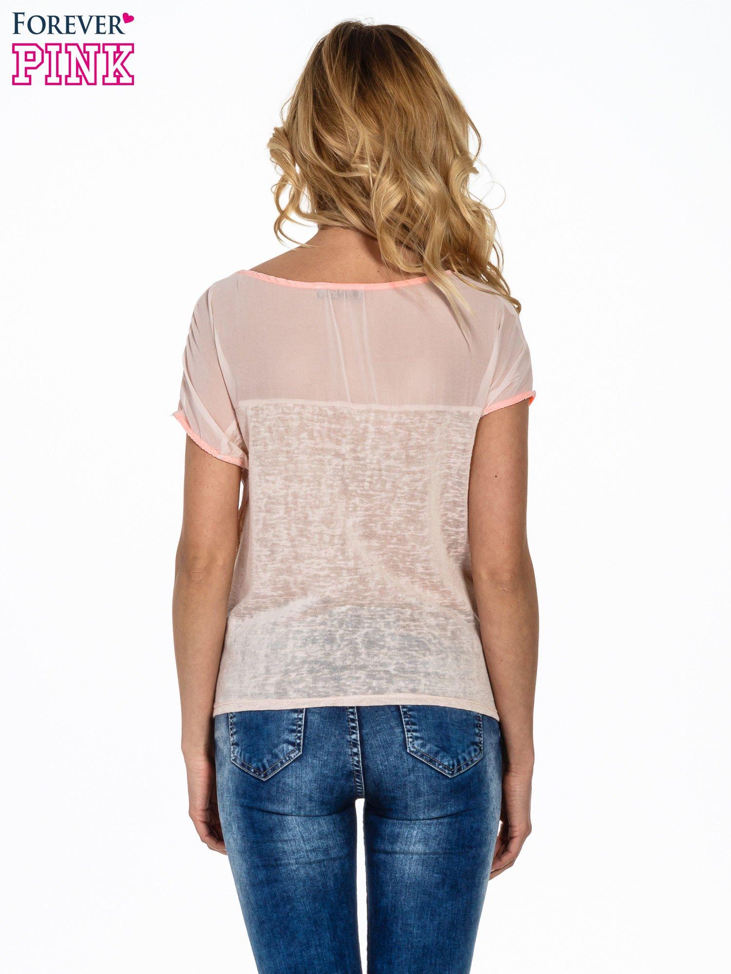 Brzoskwiniowy t-shirt z wiązaniem z boku                                  zdj.                                  4