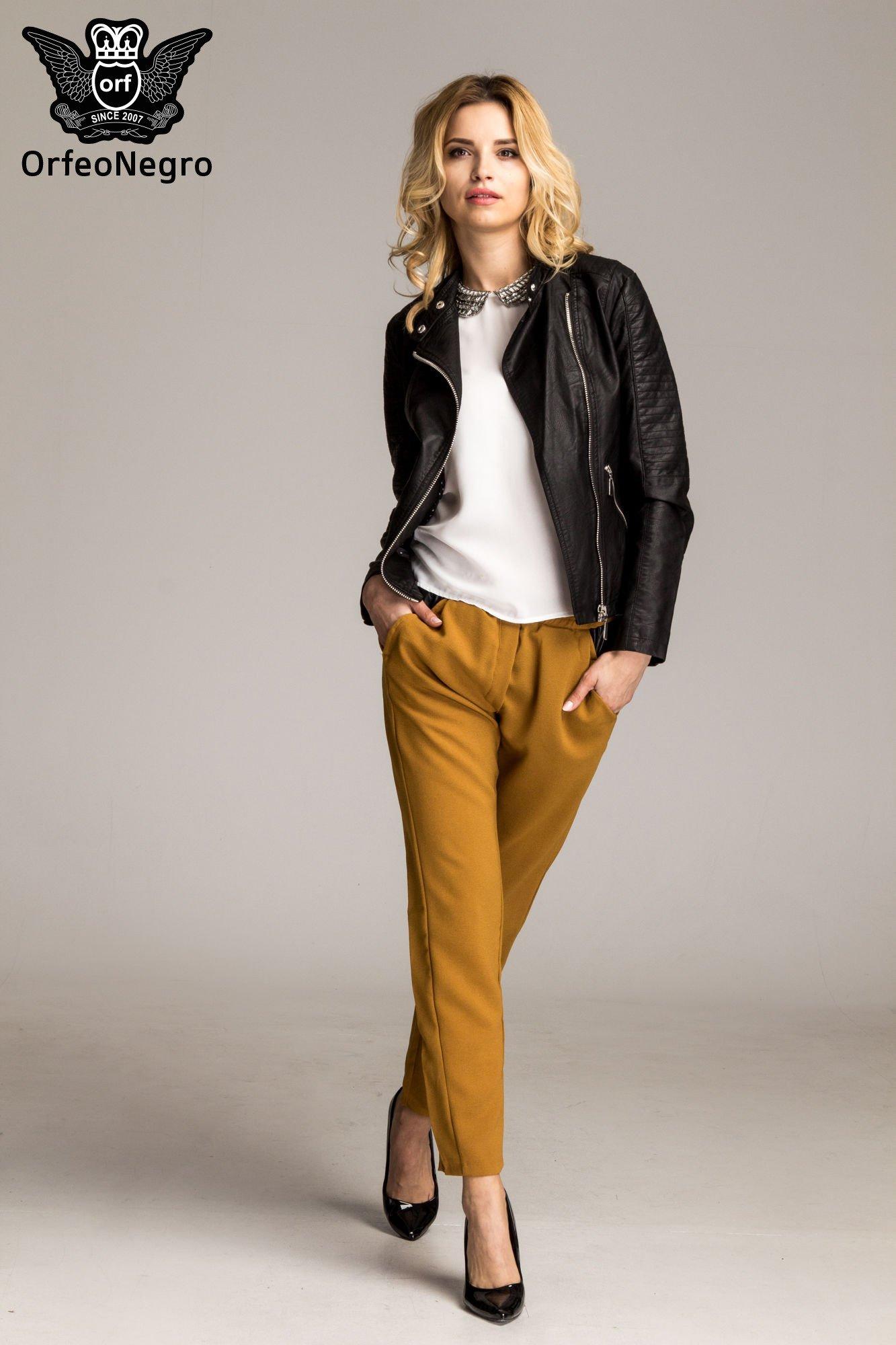 Camelowe spodnie materiałowe ze skórzaną wstawką                                   zdj.                                  2