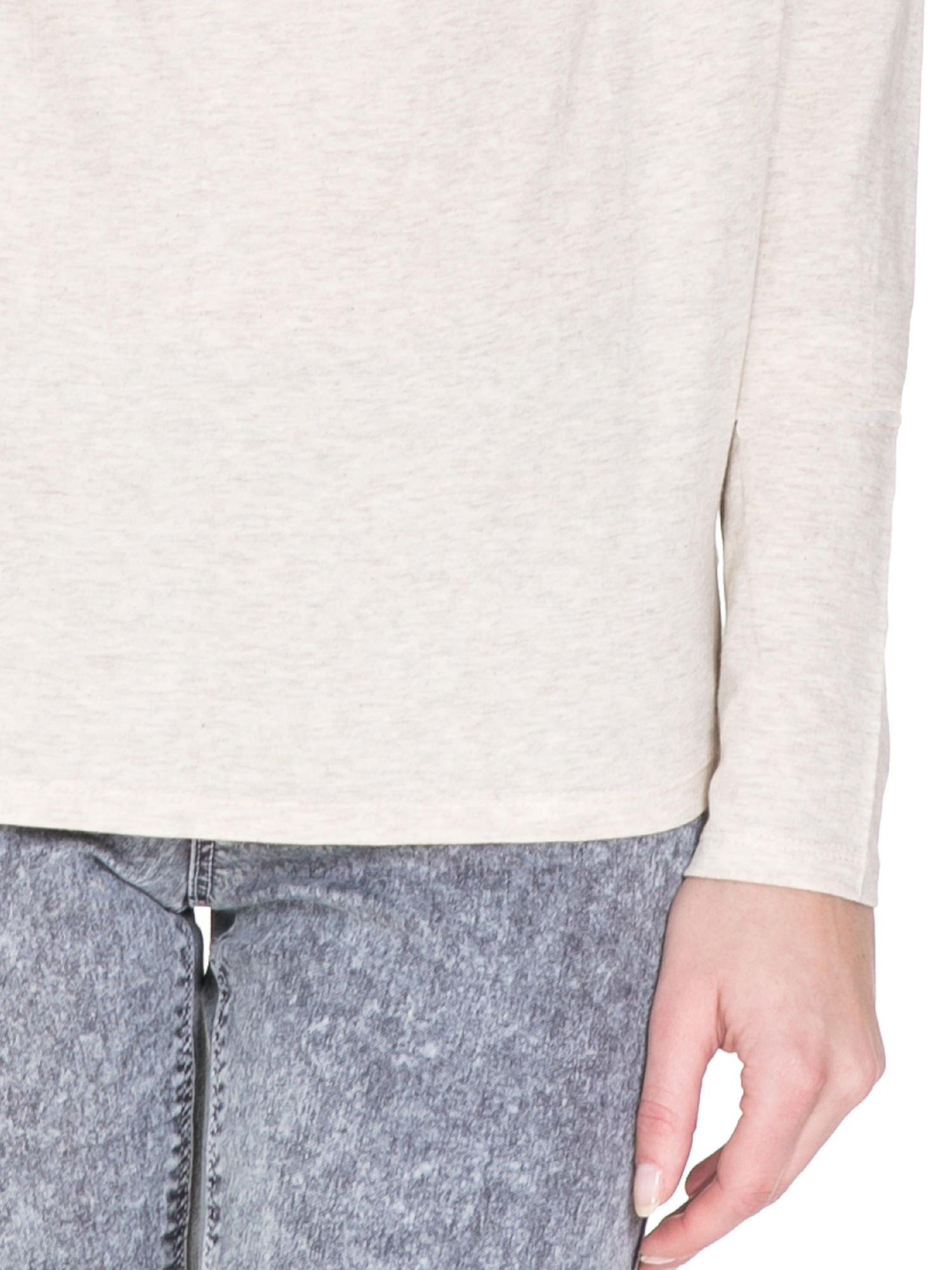 Ciemnobeżowa bawełniana bluzka z dekoltem typu woda                                  zdj.                                  6