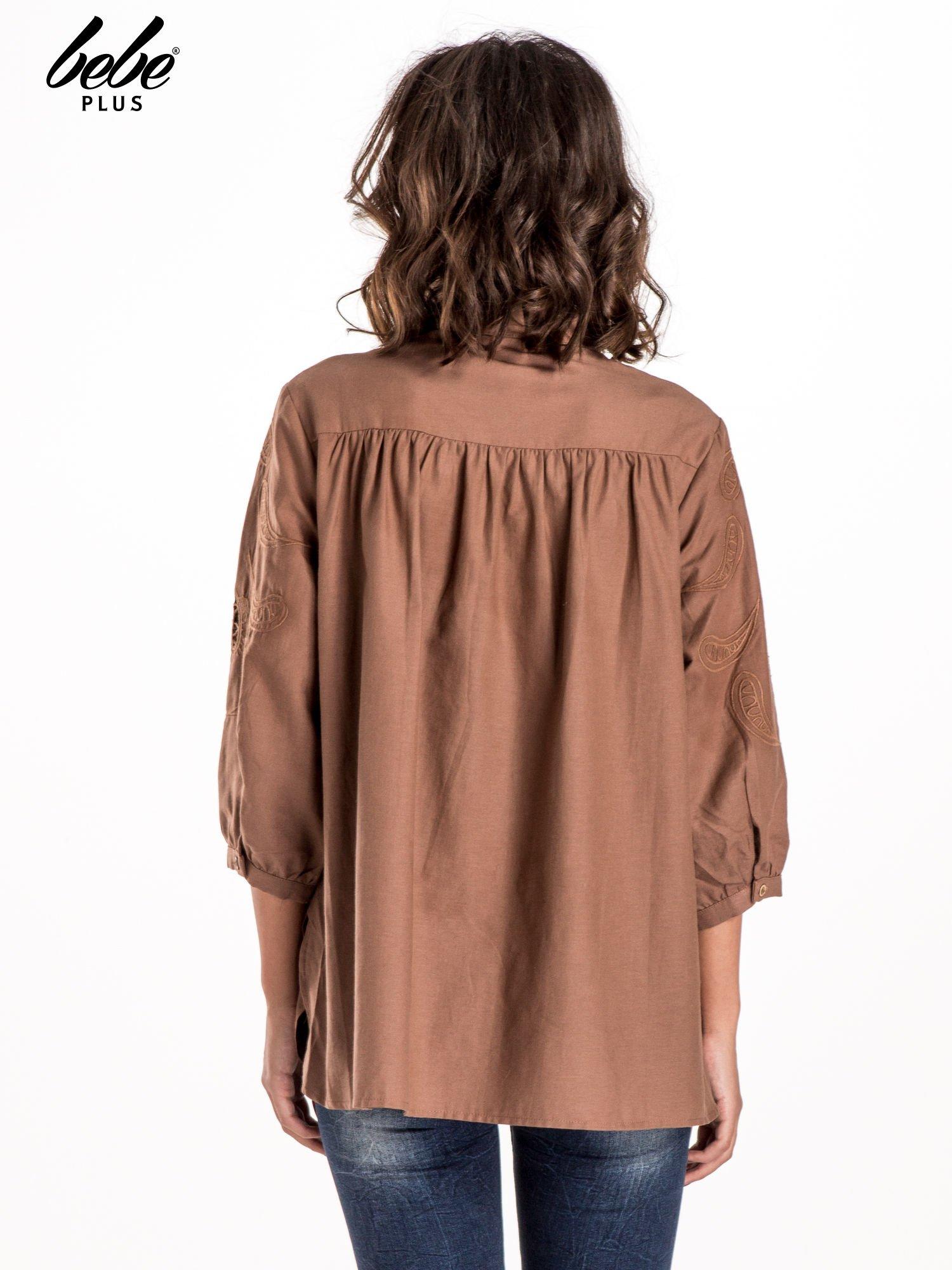 Ciemnobeżowa koszula z szerszymi rękawami                                  zdj.                                  2