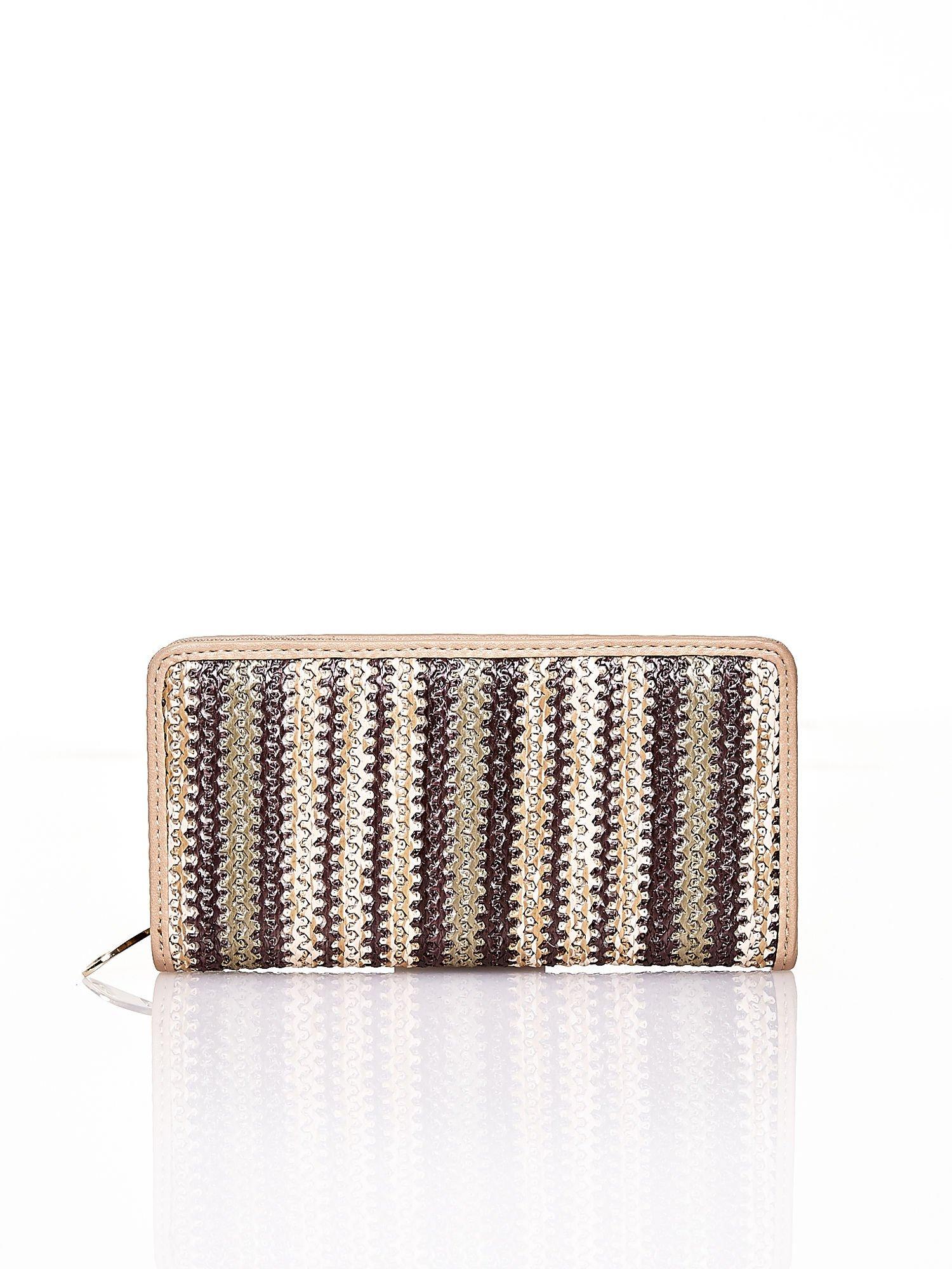 Ciemnobeżowy pleciony portfel w pionowe paski                                  zdj.                                  1