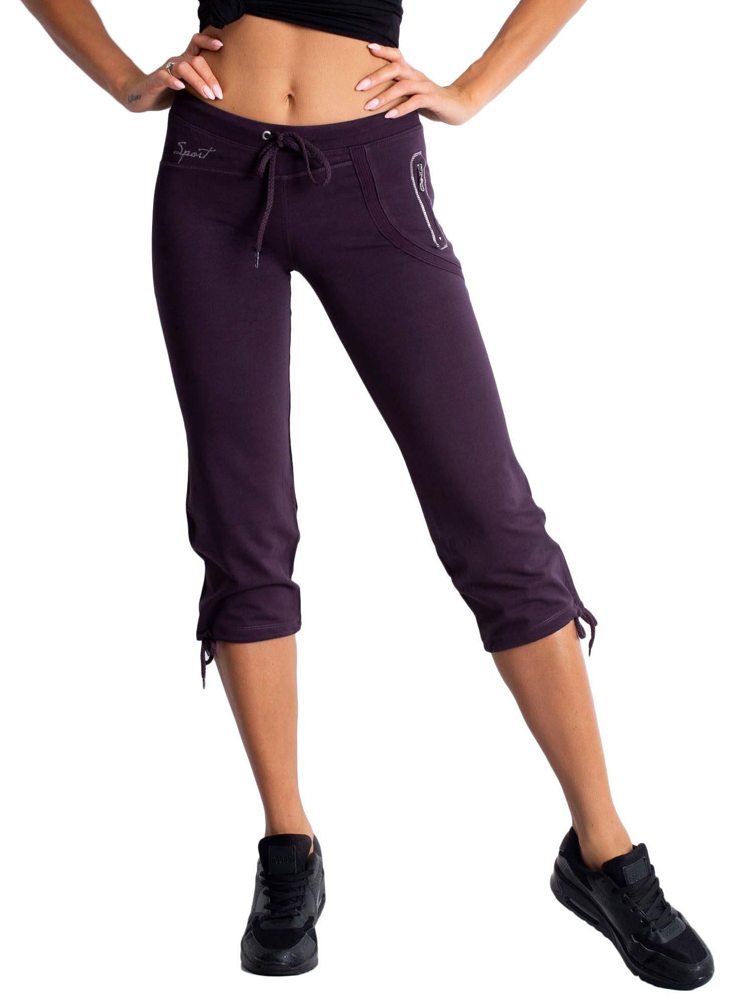 Ciemnofioletowe spodnie dresowe capri z boczną kieszonką                                  zdj.                                  6