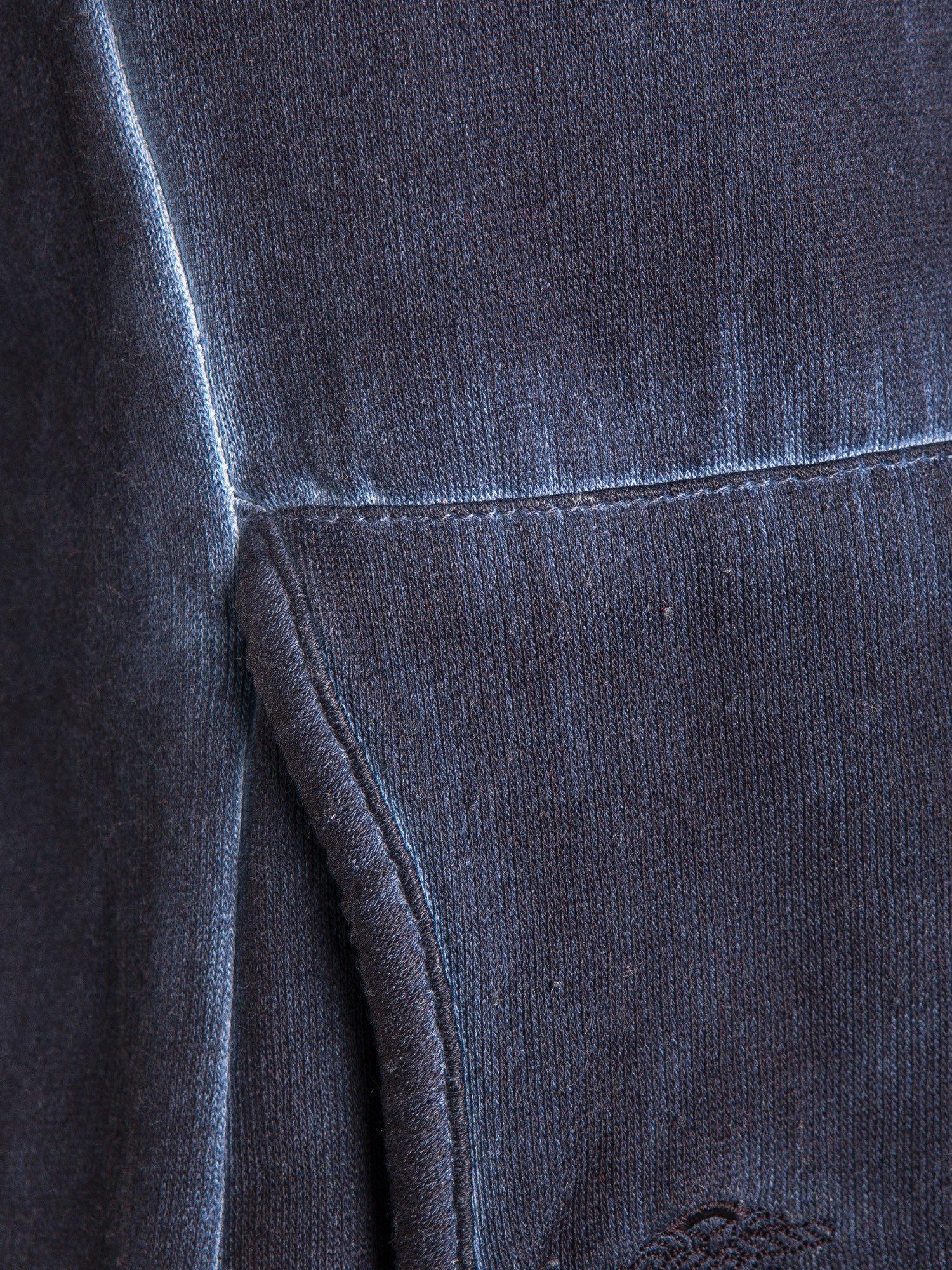 Ciemnoniebieska bluza z kapturem z efektem sprania                                  zdj.                                  5