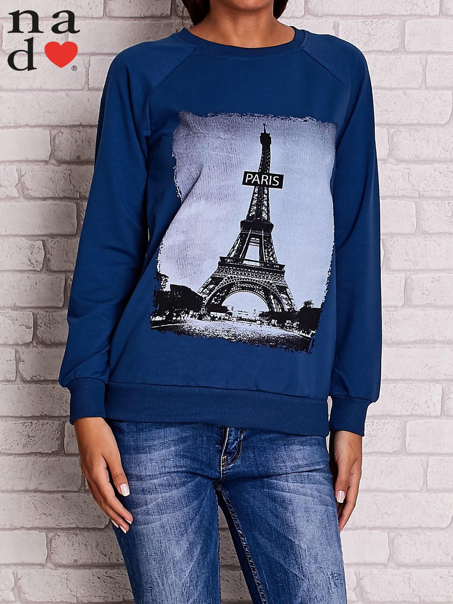 Ciemnoniebieska bluza z motywem Wieży Eiffla                                  zdj.                                  1