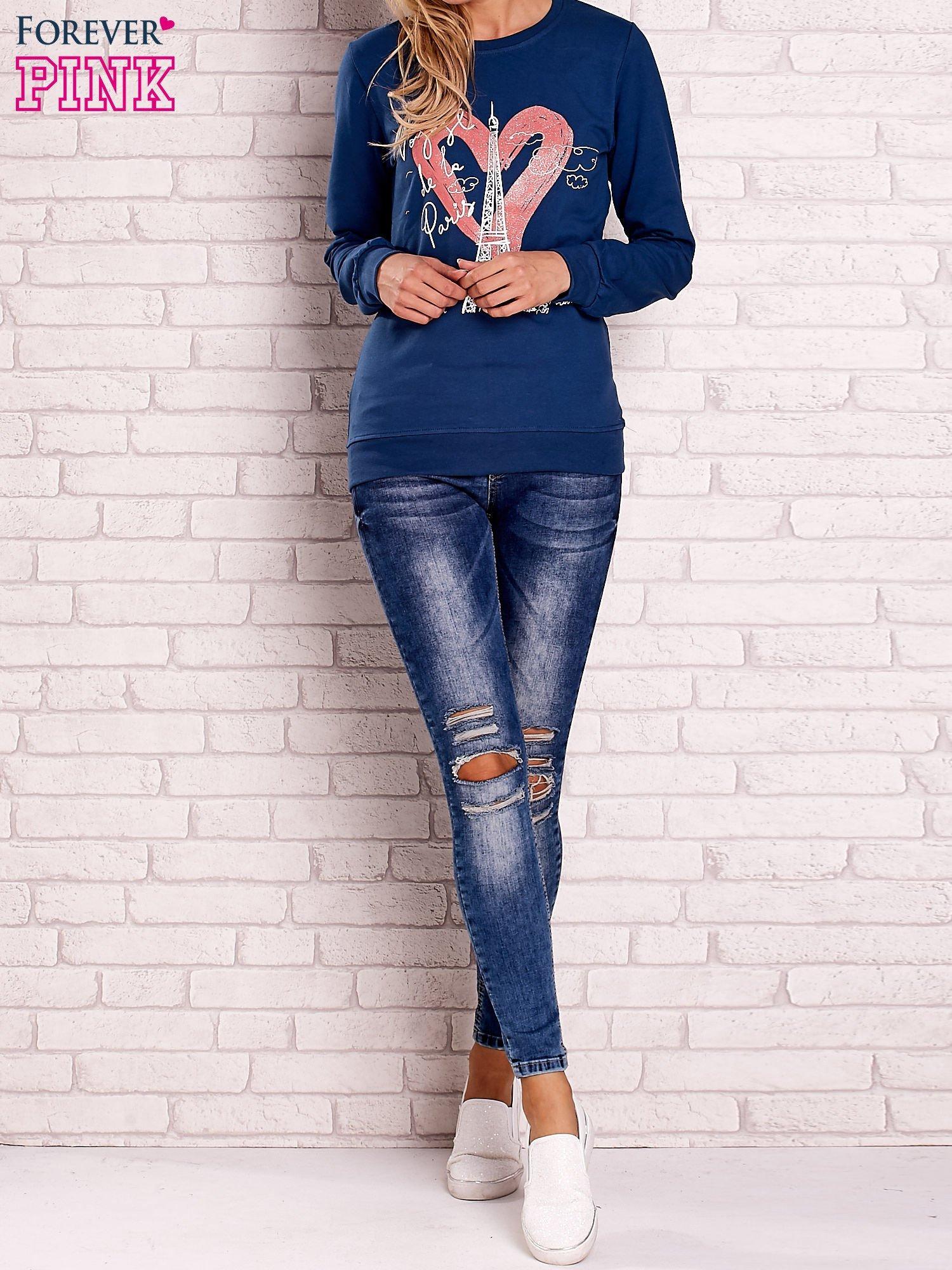 Ciemnoniebieska bluza z motywem paryskim                                  zdj.                                  2