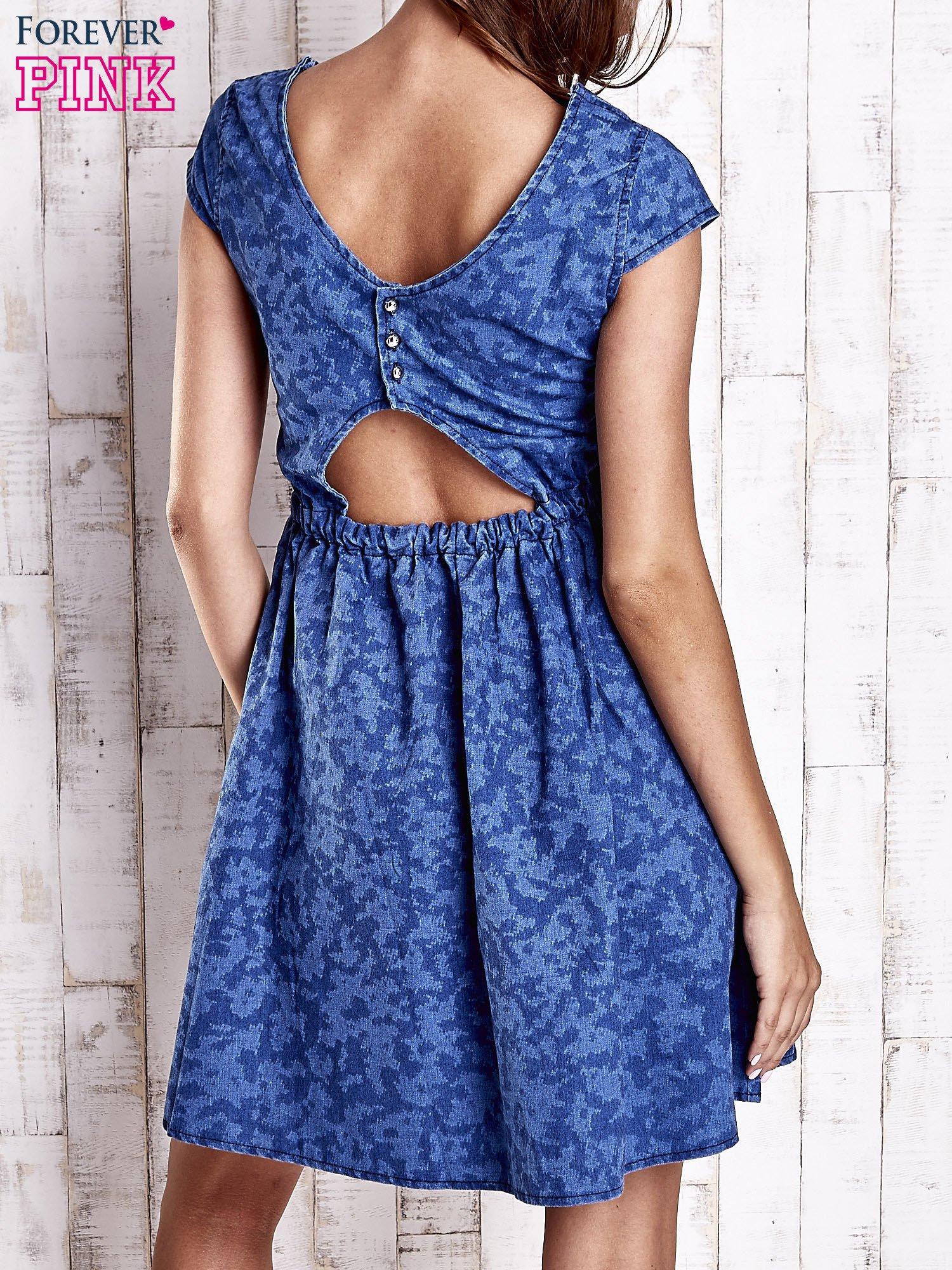 Ciemnoniebieska denimowa sukienka z wycięciem na plecach                                  zdj.                                  2