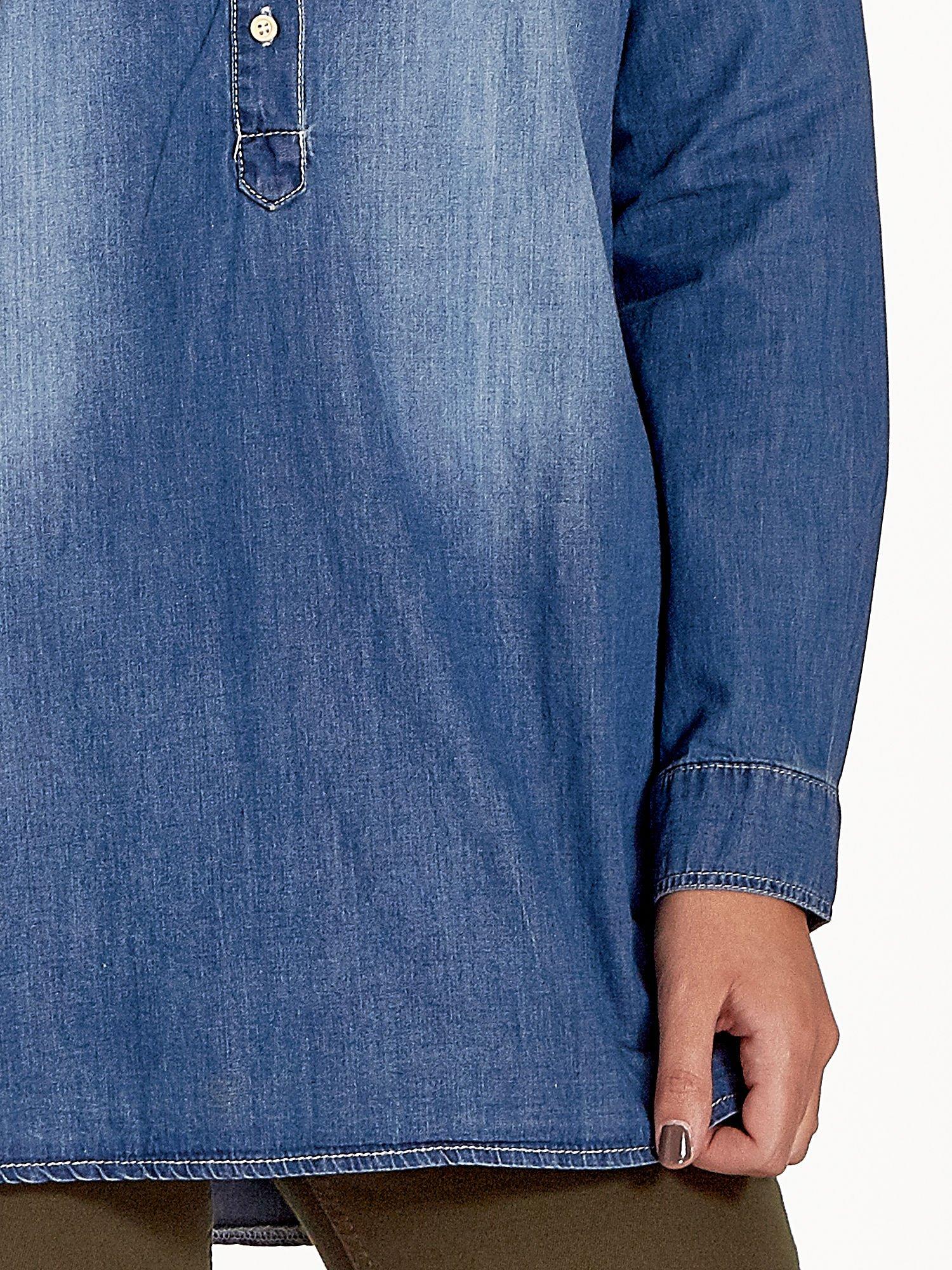 Ciemnoniebieska jeansowa długa koszula z kieszeniami                                  zdj.                                  8