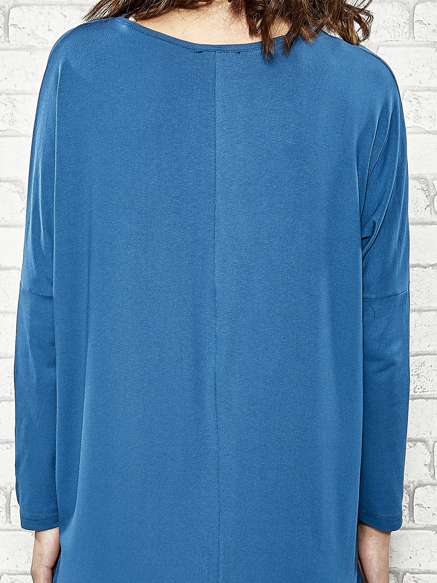 Ciemnoniebieska sukienka z rozporkami po bokach                                  zdj.                                  6