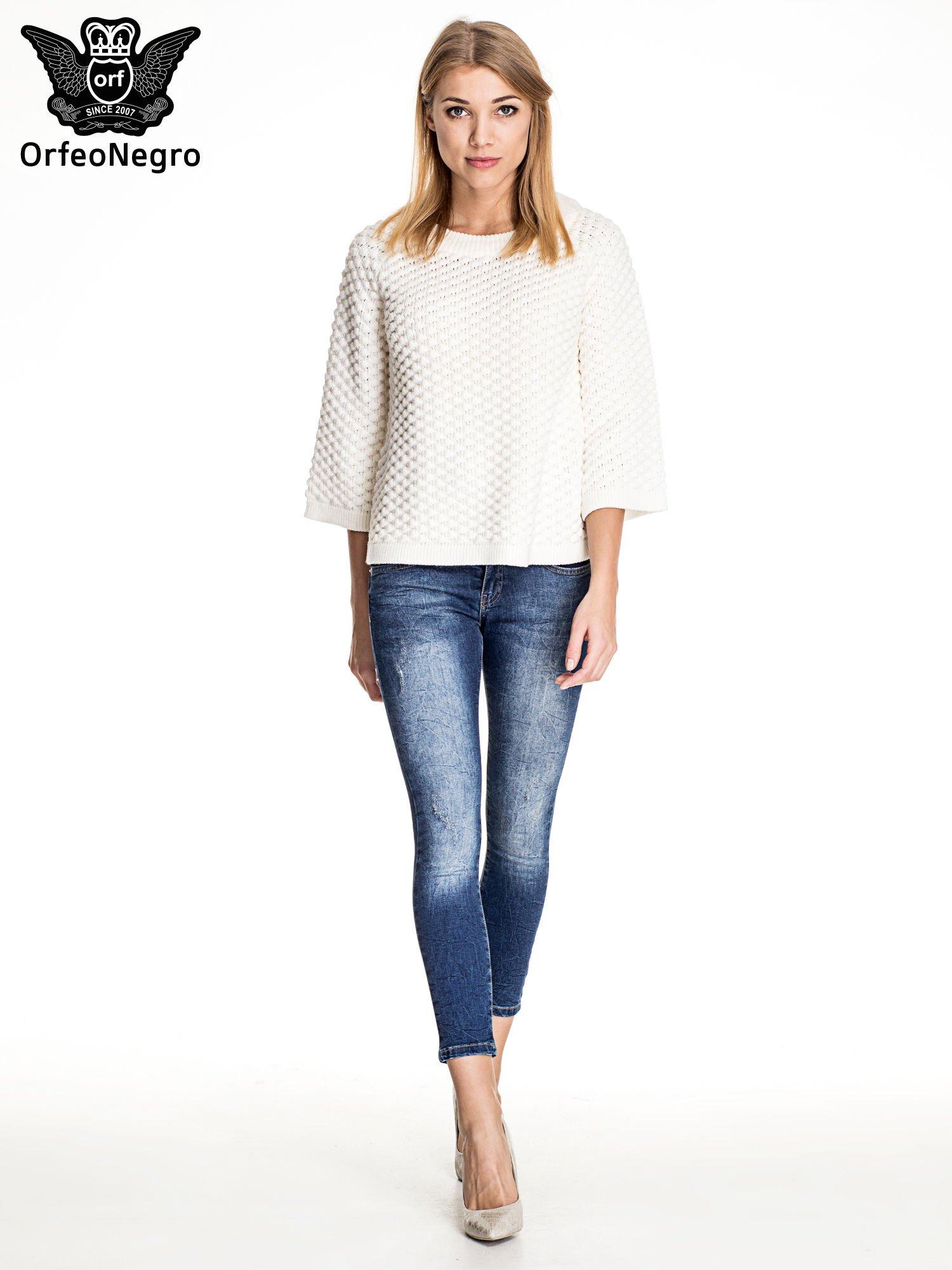 Ciemnoniebieskie gniecione spodnie skinny jeans                                  zdj.                                  4