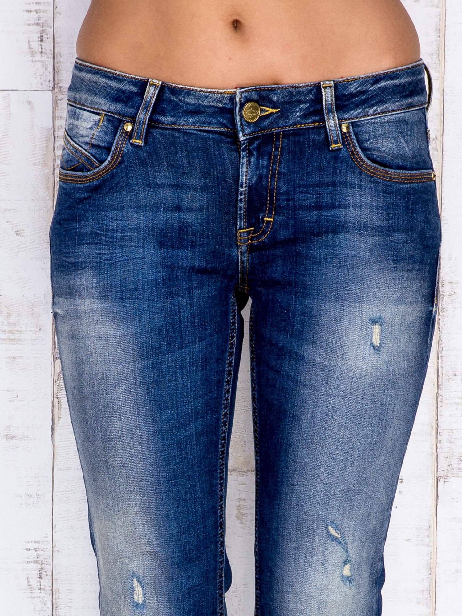 Ciemnoniebieskie spodnie dzwony jeansowe z przetarciami                                  zdj.                                  4