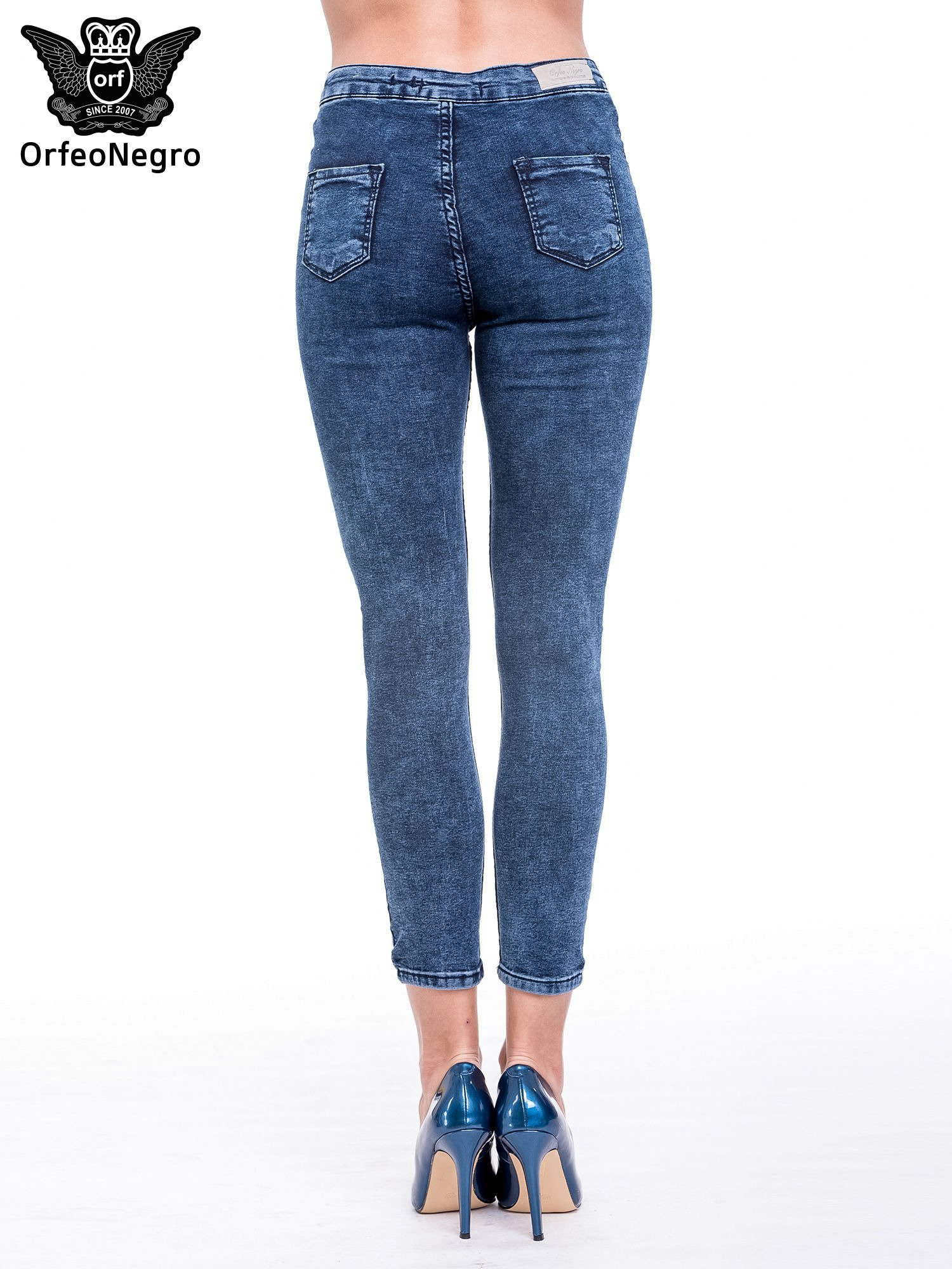 Ciemnoniebieskie spodnie jeansowe marmurki z wysokim stanem                                  zdj.                                  5