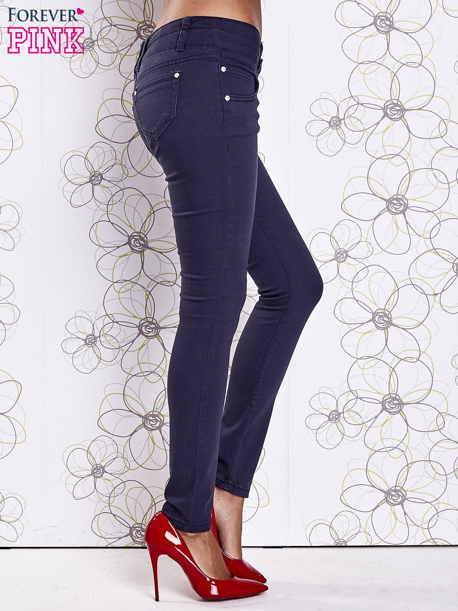 Ciemnoniebieskie strechowe spodnie skinny z kieszeniami                                  zdj.                                  2