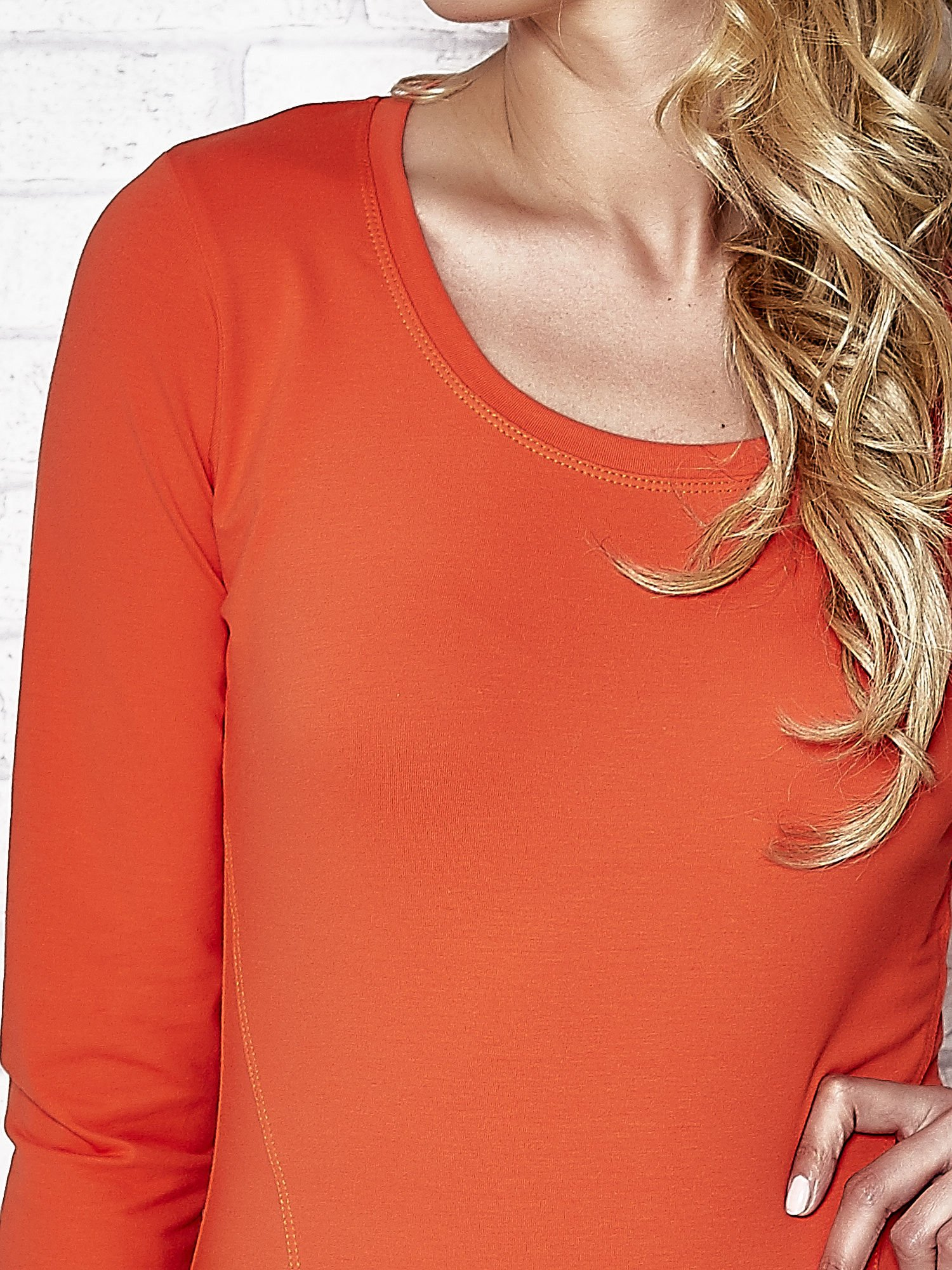 Ciemnopomarańczowa bluzka sportowa z dekoltem U                                  zdj.                                  5
