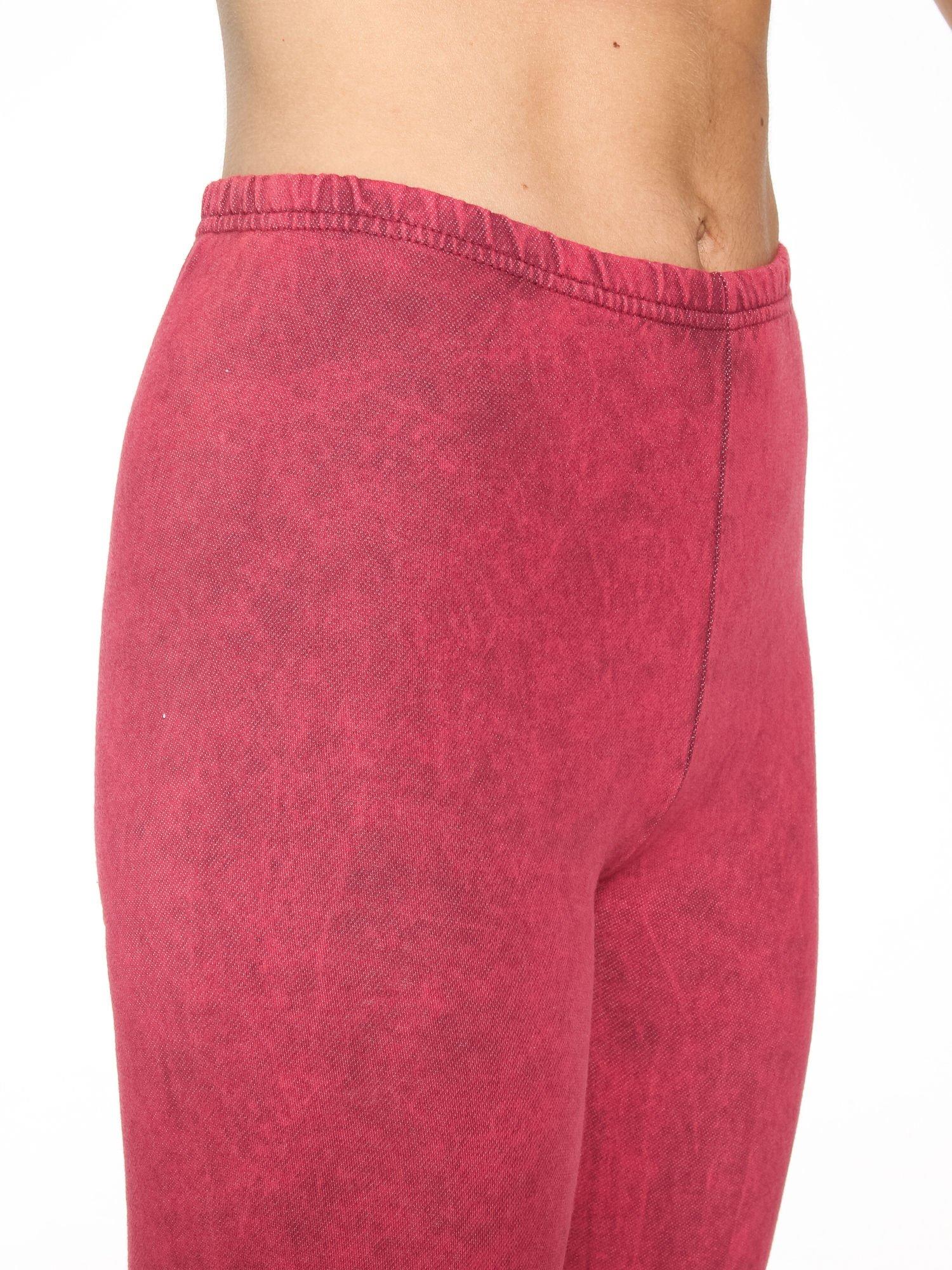 Ciemnoróżowe dekatyzowane legginsy                                  zdj.                                  5