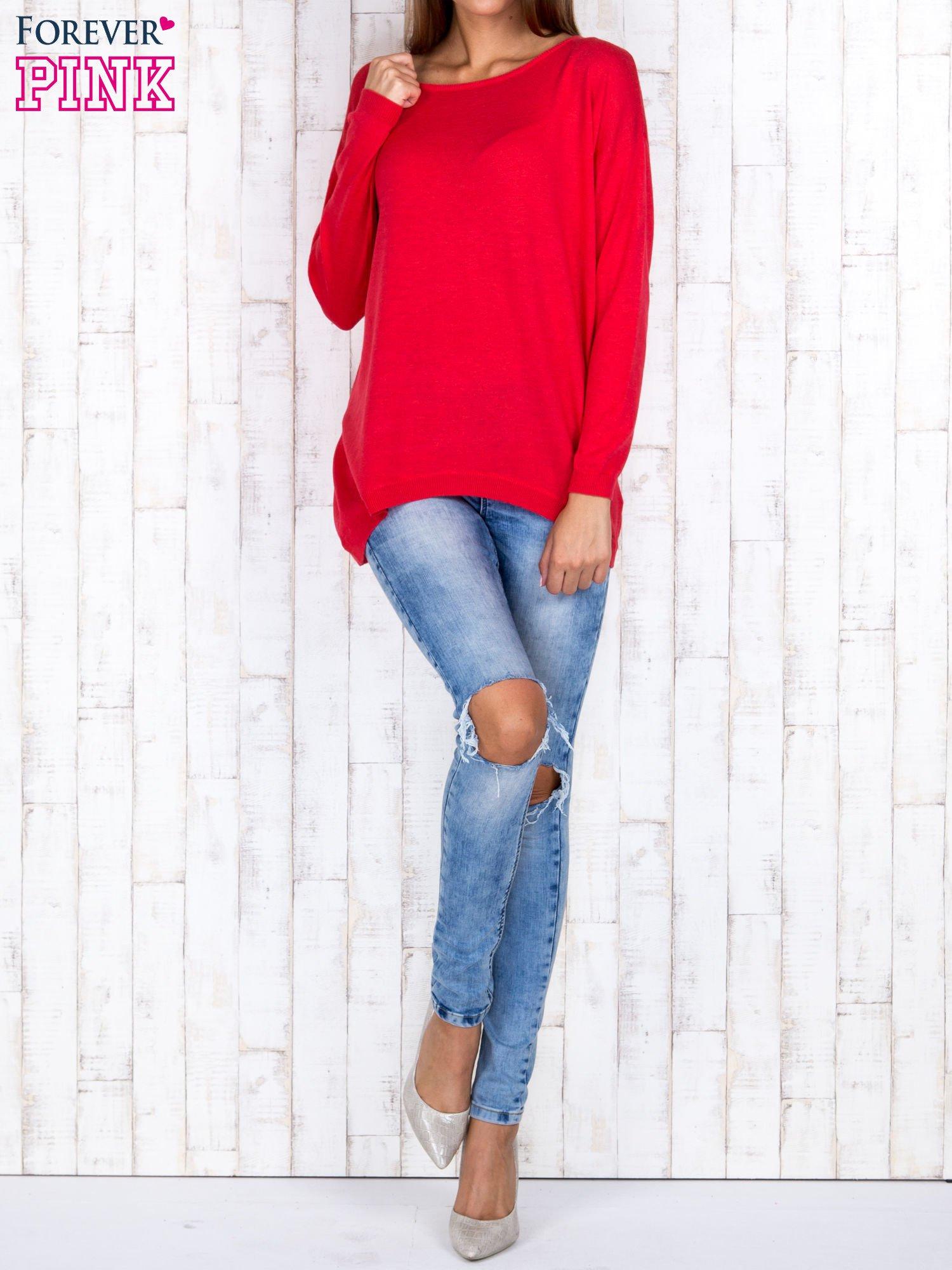Ciemnoróżowy nietoperzowy sweter oversize z dłuższym tyłem                                  zdj.                                  2