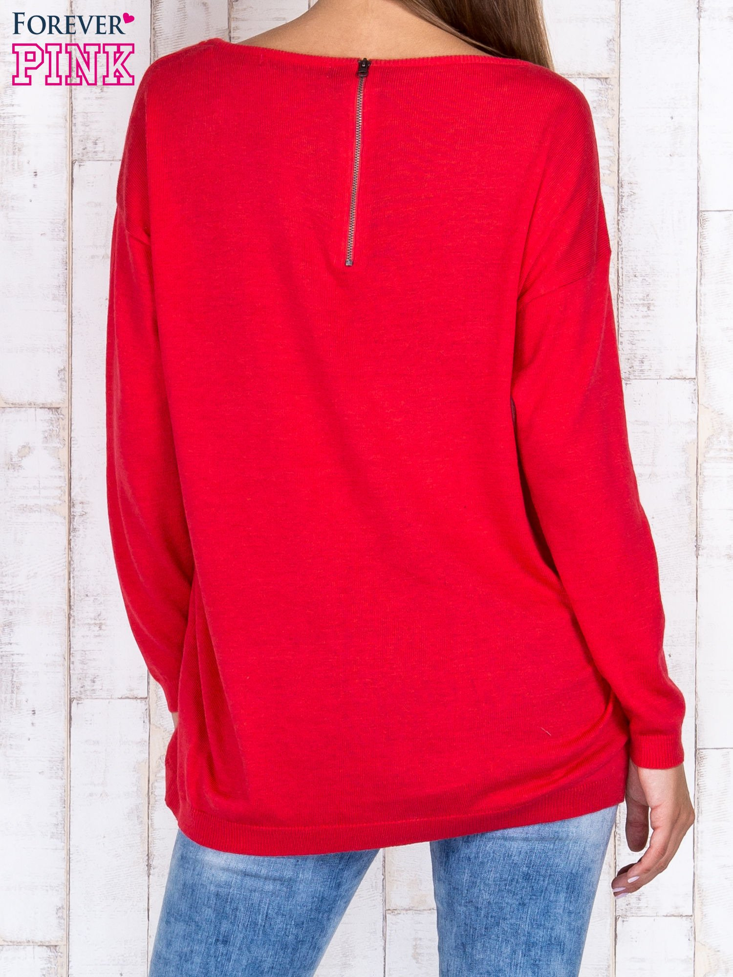 Ciemnoróżowy nietoperzowy sweter oversize z dłuższym tyłem                                  zdj.                                  4