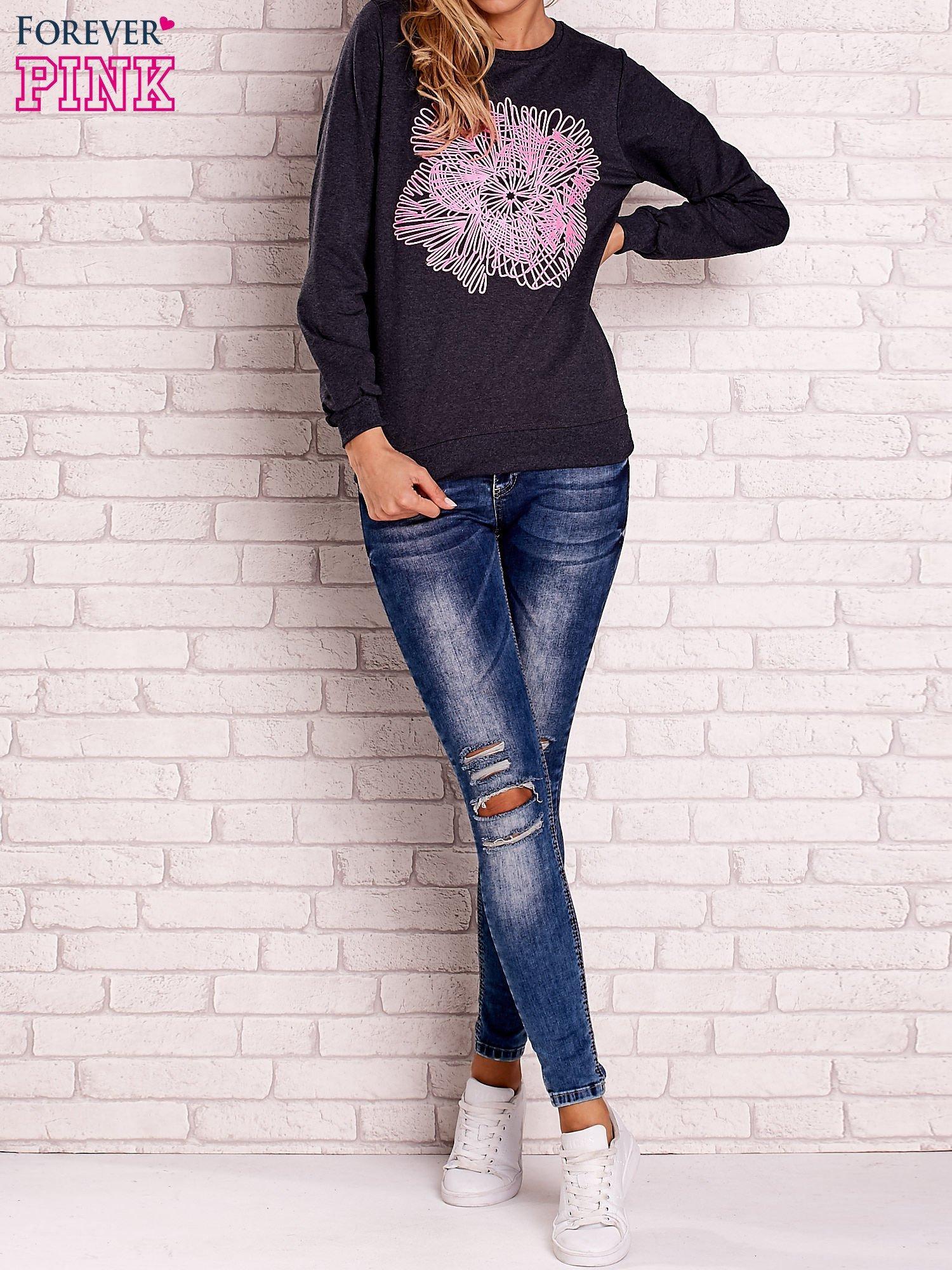 Ciemnoszara bluza z kolorowym nadrukiem                                  zdj.                                  2