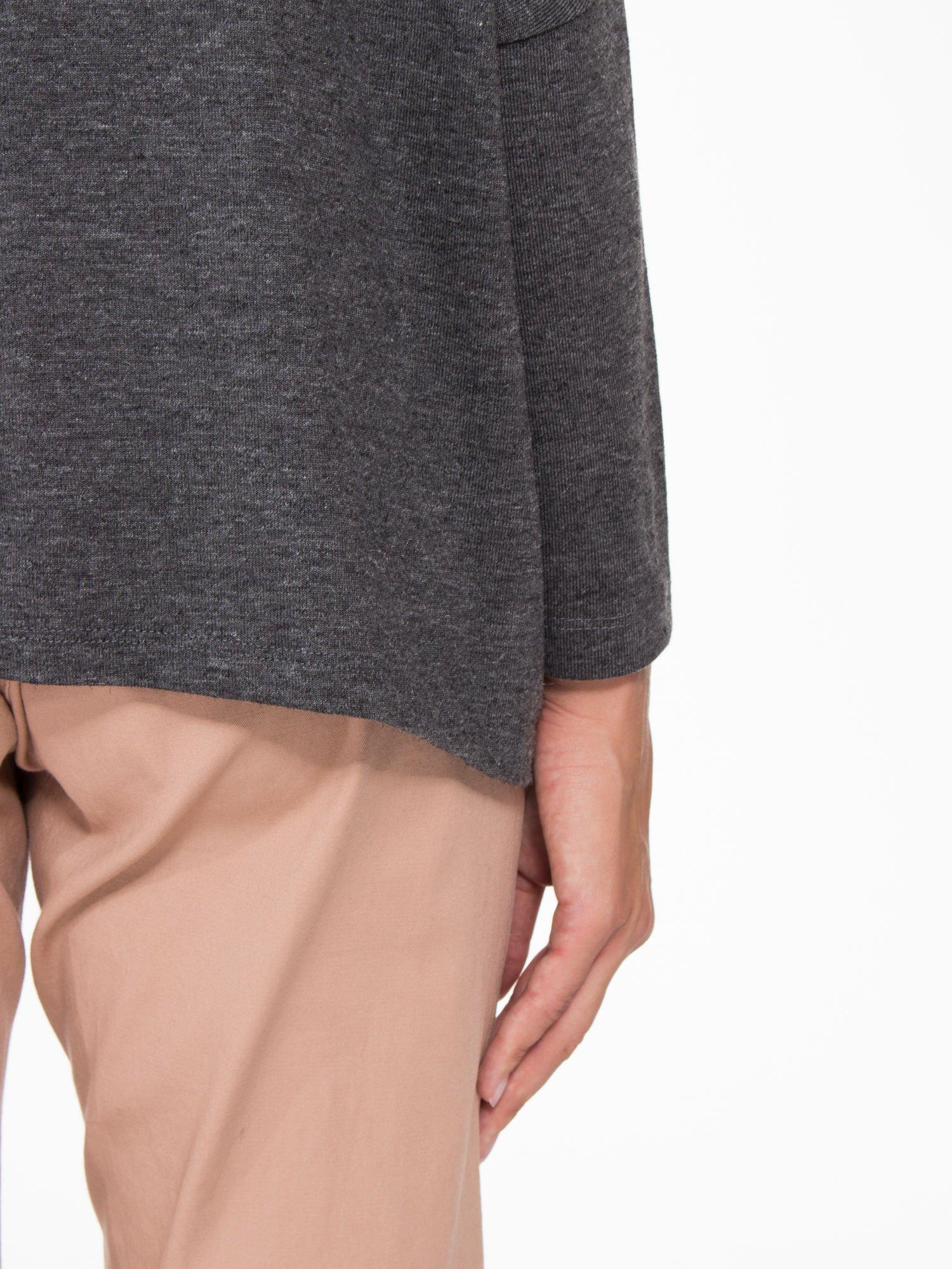 Ciemnoszara bluzka oversize o obniżonej linii ramion                                  zdj.                                  7