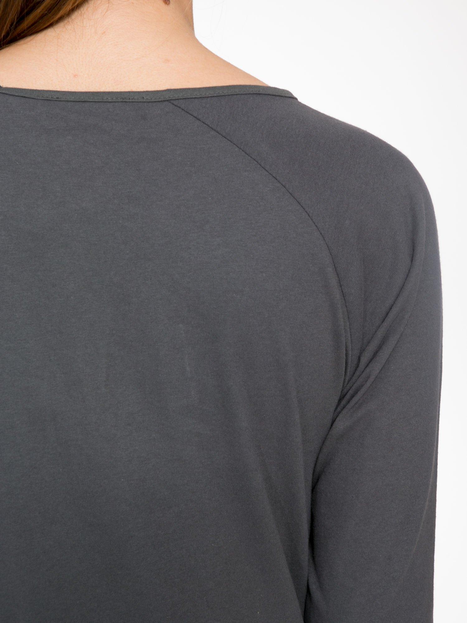 Ciemnoszara bluzka z marszczonym dekoltem i rękawkami 3/4                                  zdj.                                  8