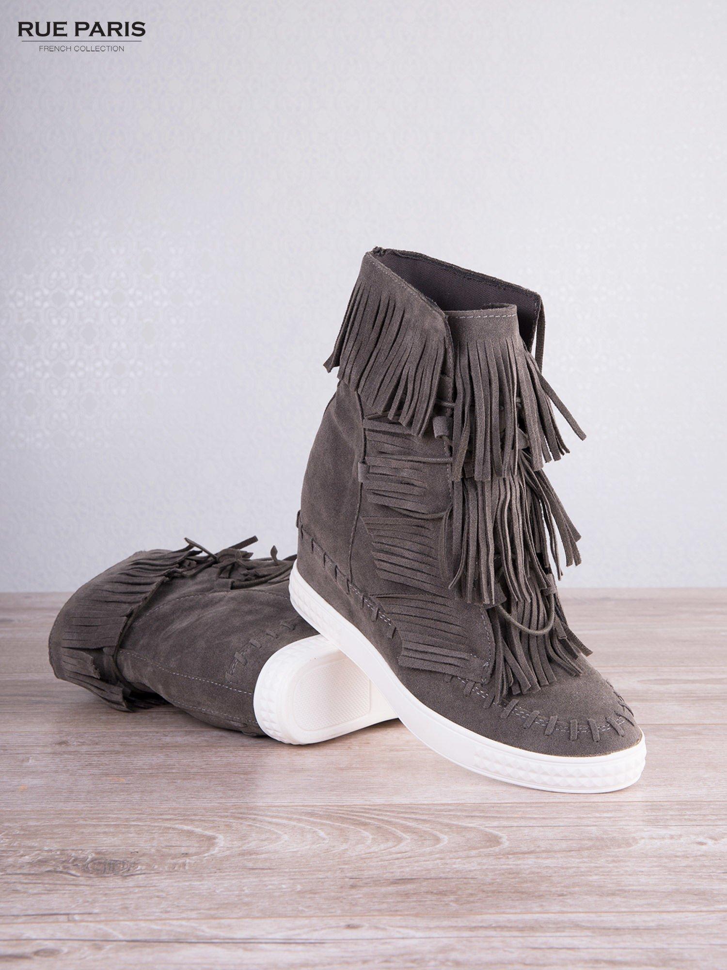 Ciemnoszare zamszowe sneakersy Aravia z frędzelkami na koturnach                                  zdj.                                  3