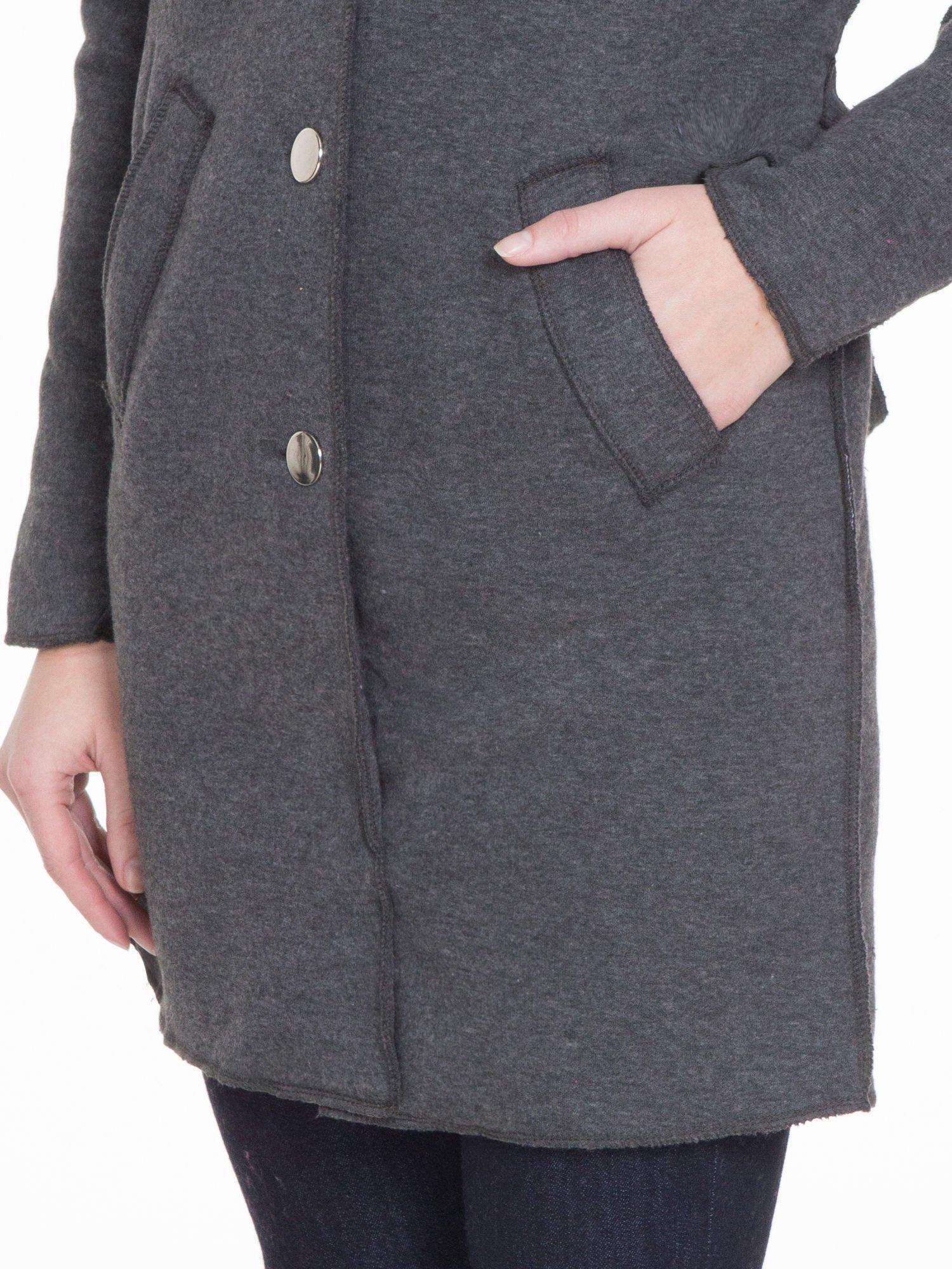 Ciemnoszary dresowy płaszcz o kroju oversize                                  zdj.                                  6