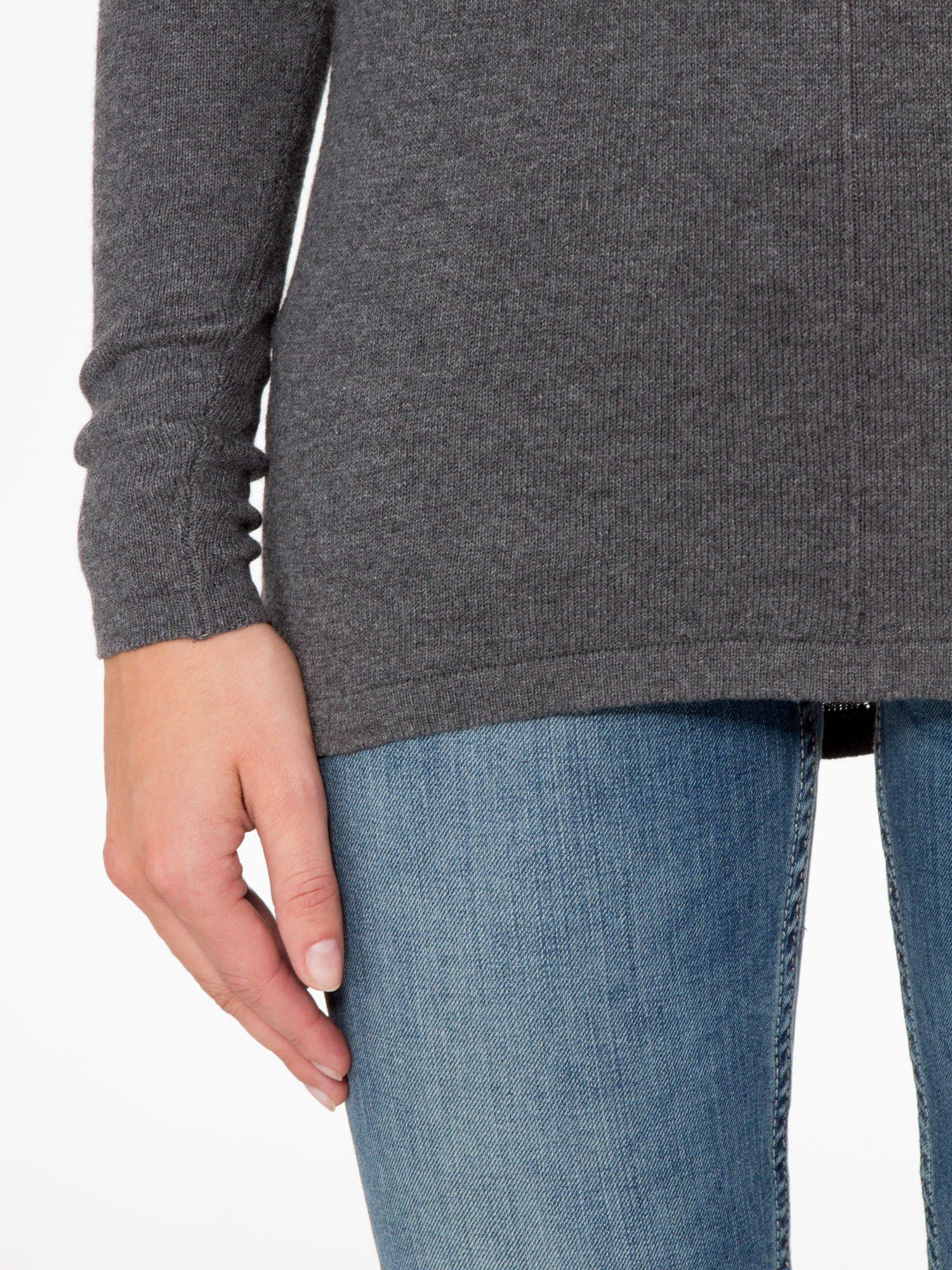 Ciemnoszary sweter z dłuższym tyłem i rozporkami po bokach                                  zdj.                                  7