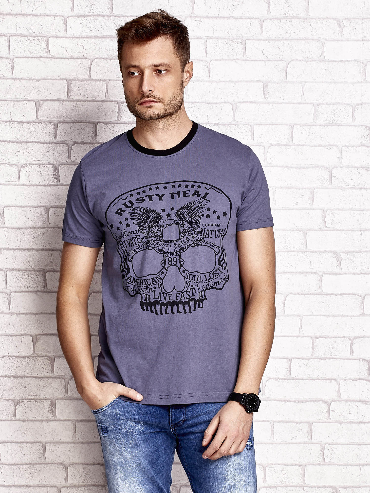 Ciemnoszary t-shirt męski z nadrukiem czaszki i napisami                                  zdj.                                  1