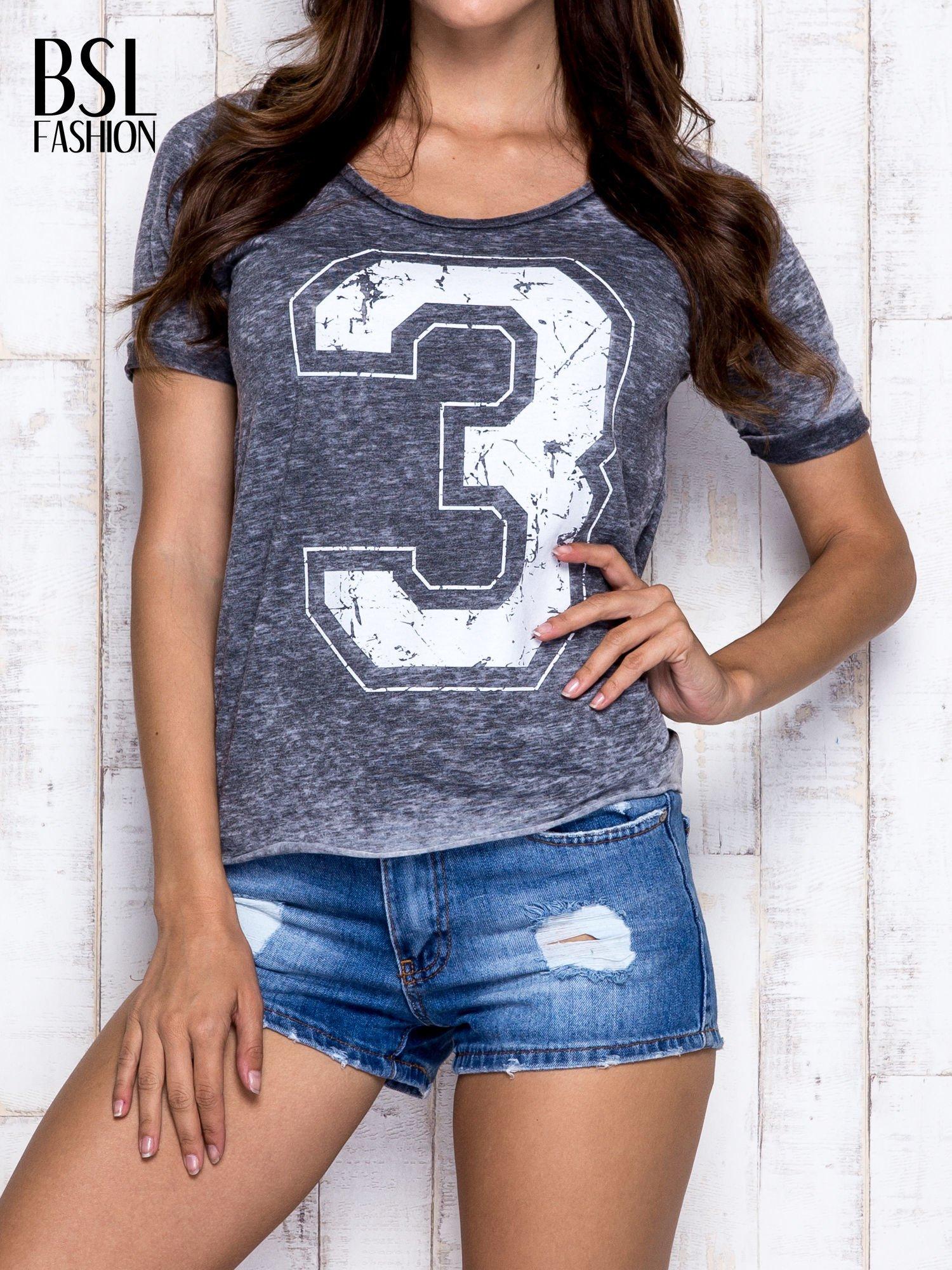 Ciemnoszary t-shirt z cyfrą 3                                  zdj.                                  1