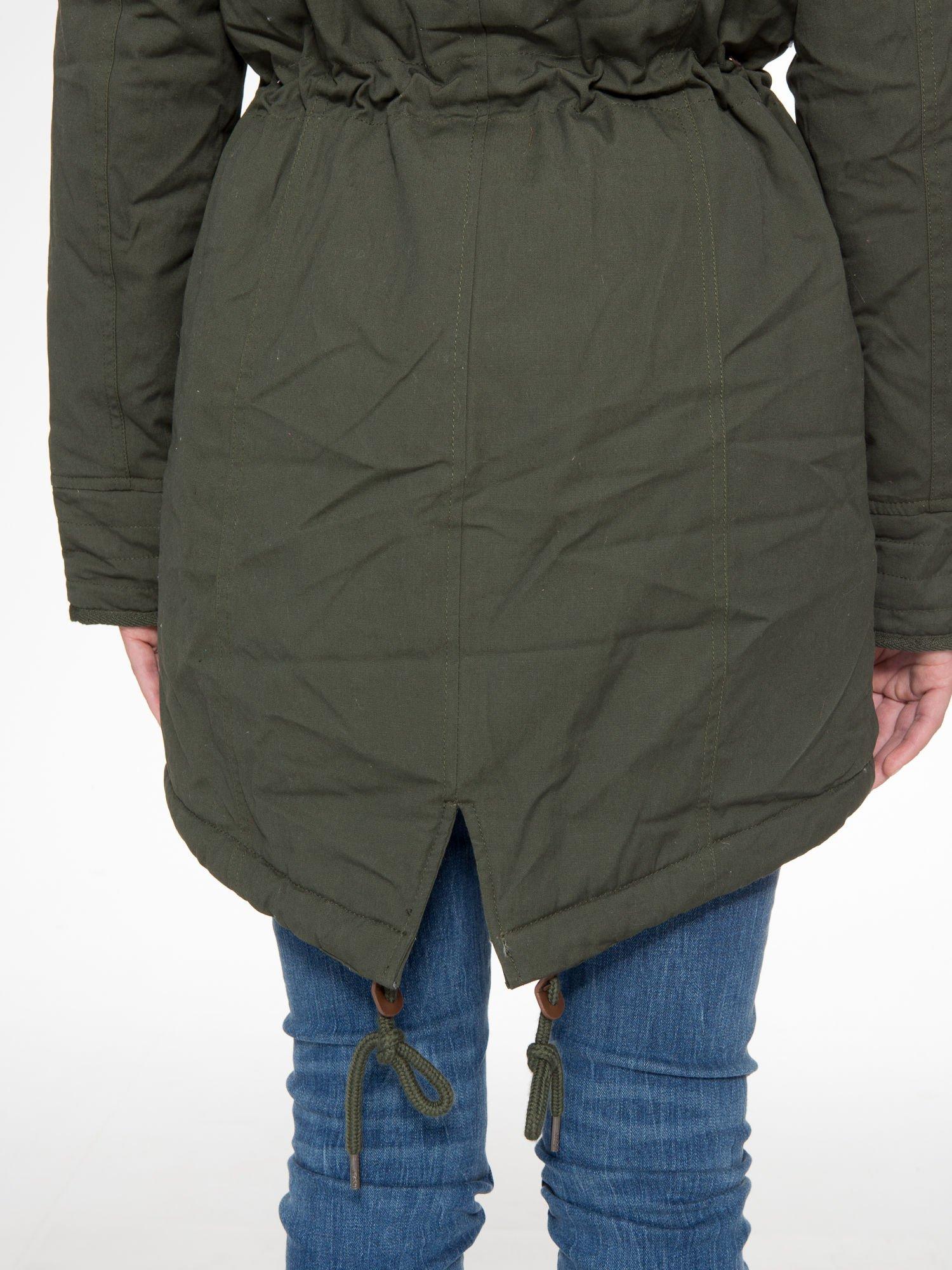 Ciemnozielona kurtka parka z futerkowym kołnierzem                                  zdj.                                  12