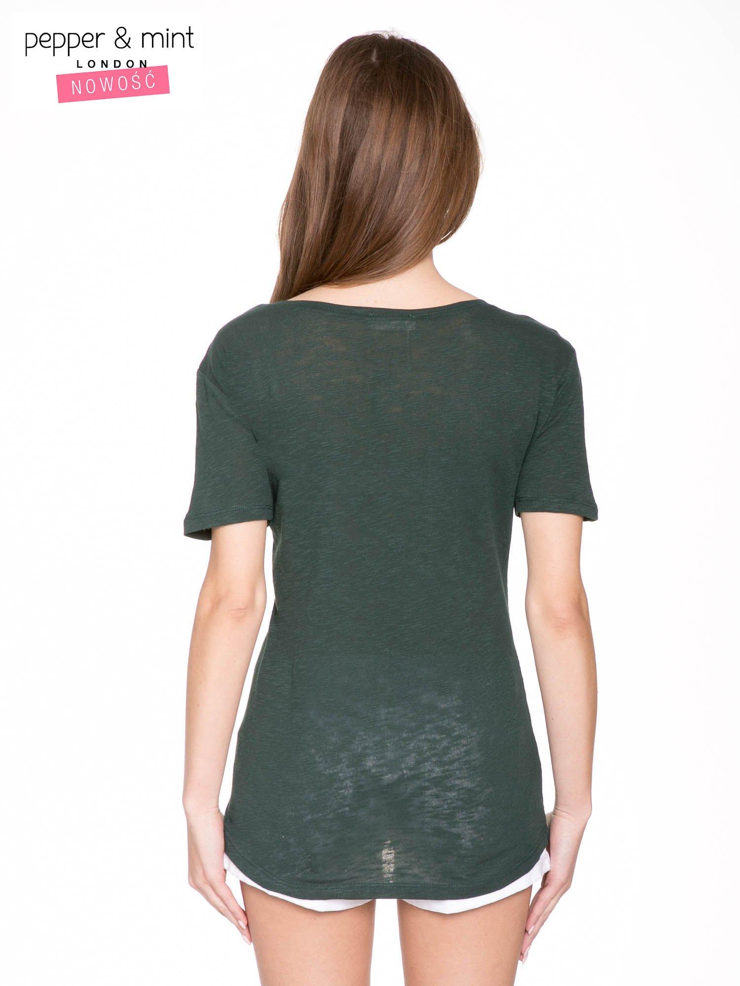 Ciemnozielony t-shirt z napisem OK                                  zdj.                                  4