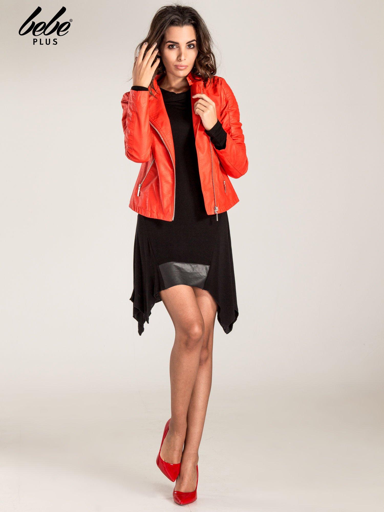 Czarna asymetryczna sukienka ze skórzanymi wstawkami                                  zdj.                                  2