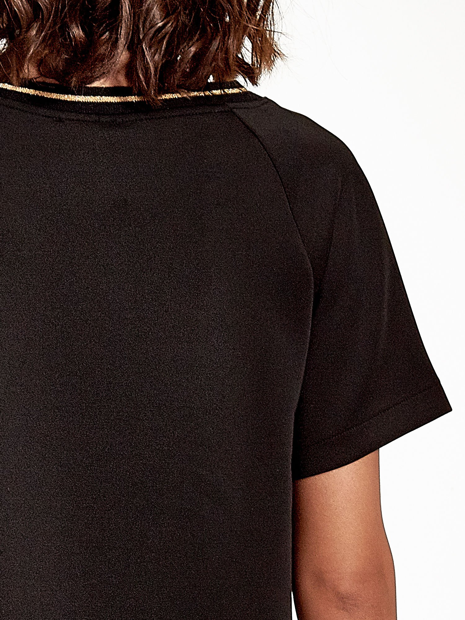Czarna bluza glamour ze złotymi znakami japońskimi                                  zdj.                                  5
