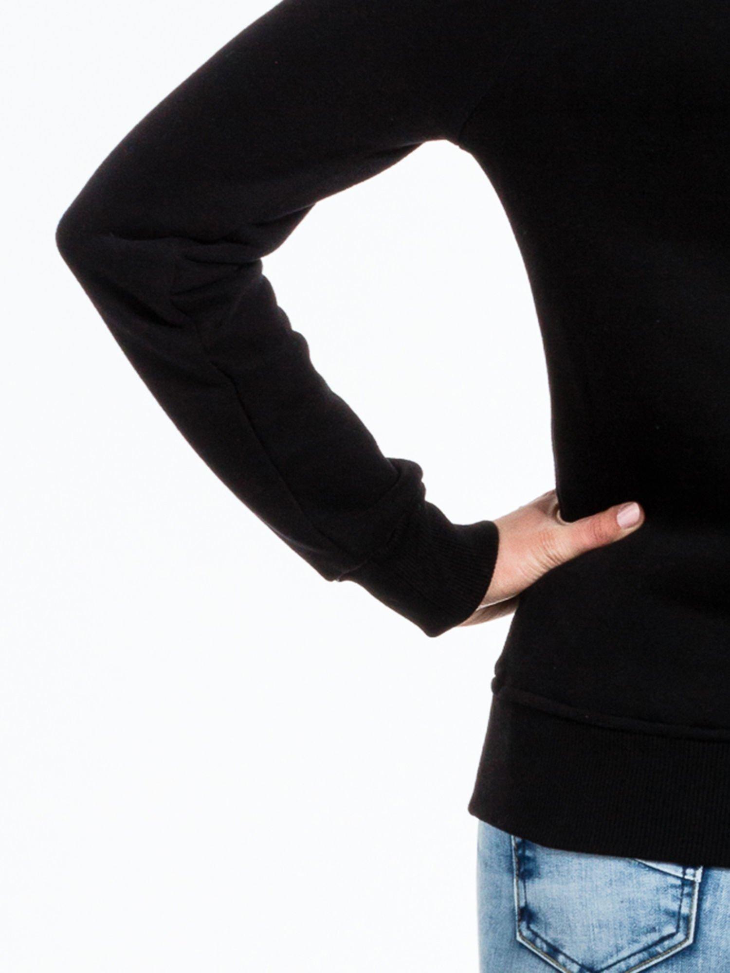 Czarna bluza sportowa z kapturem i nadrukiem w romby                                  zdj.                                  8