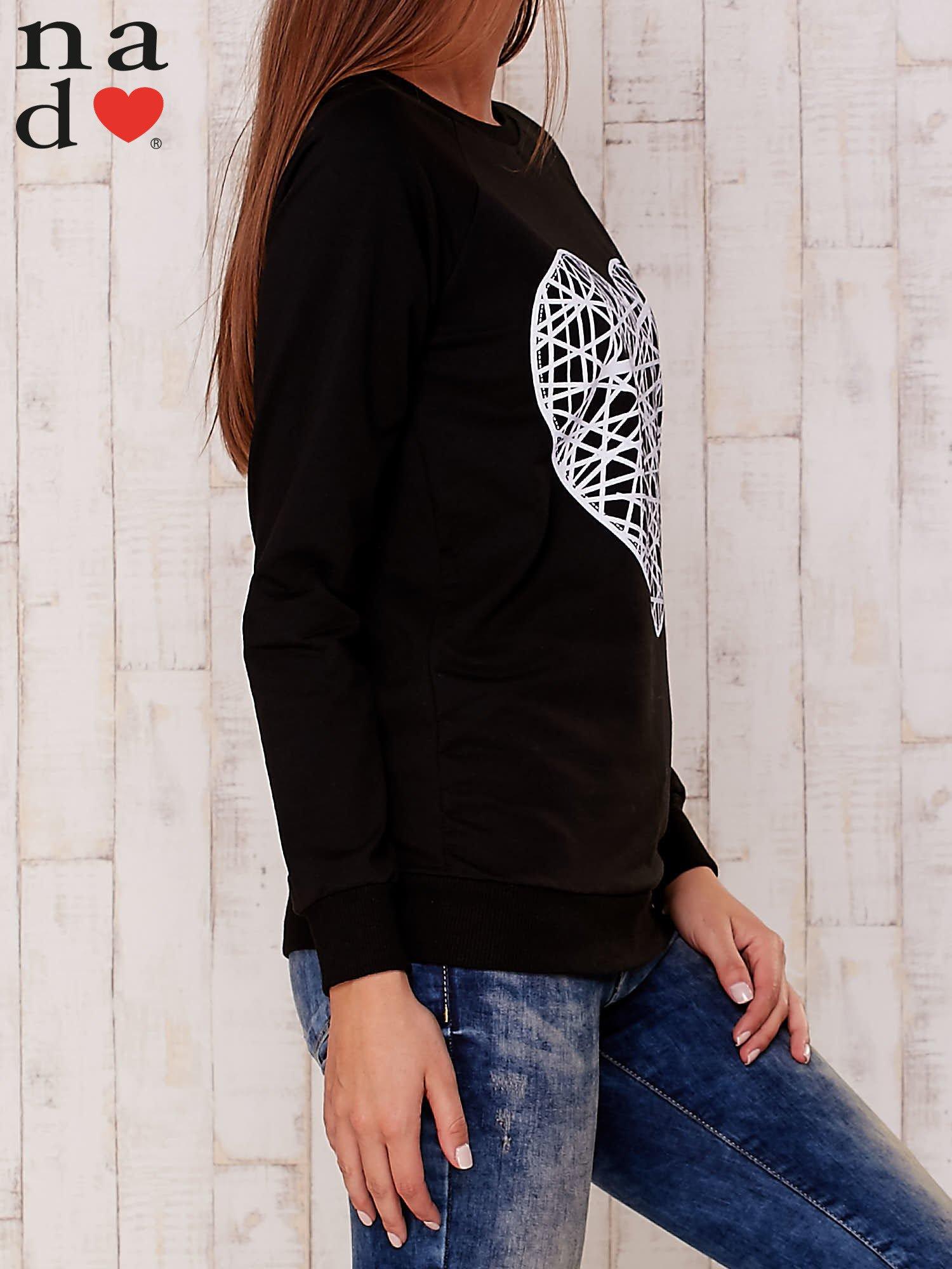 Czarna bluza z nadrukiem serca                                  zdj.                                  3
