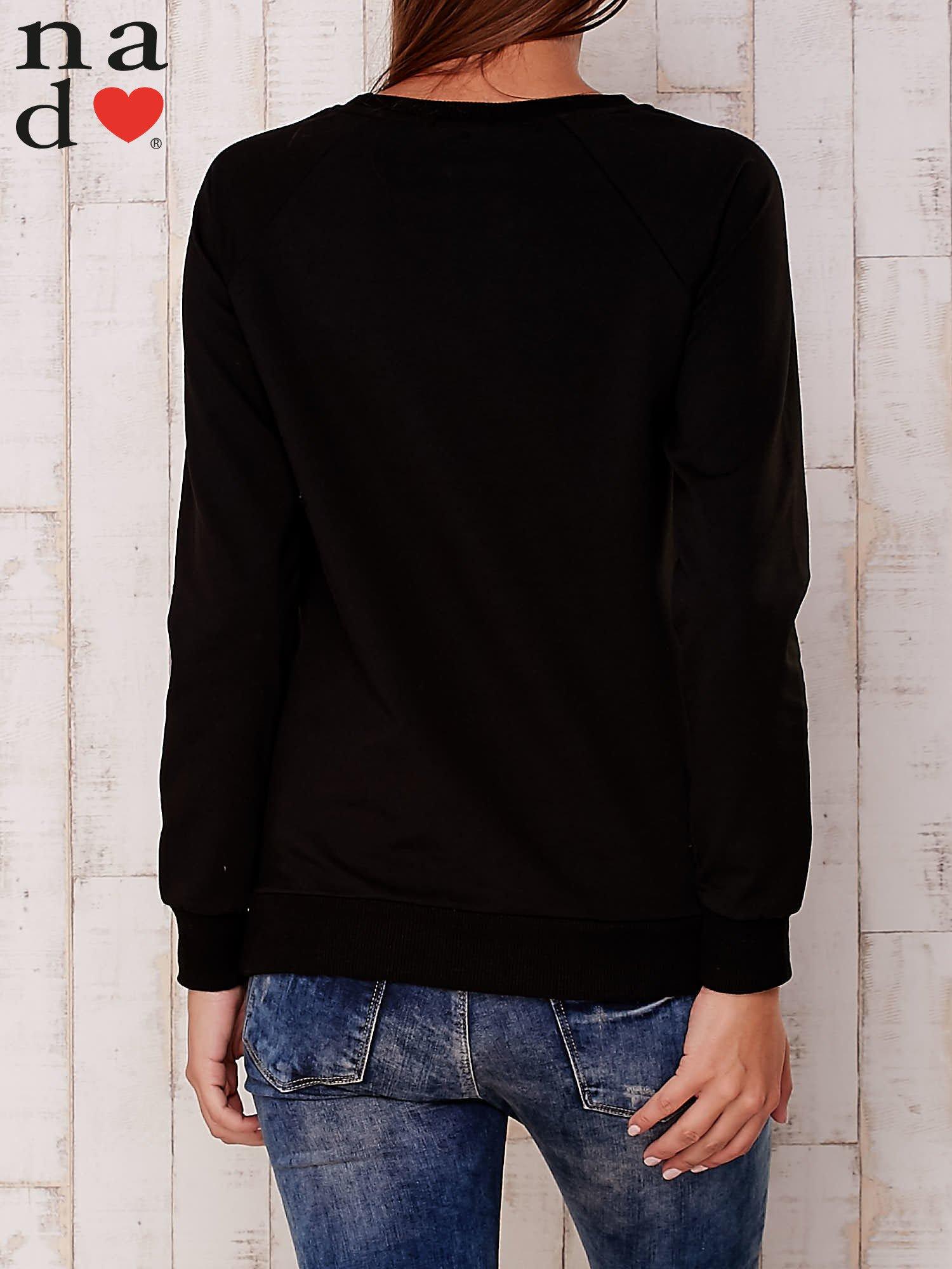 Czarna bluza z nadrukiem serca                                  zdj.                                  4