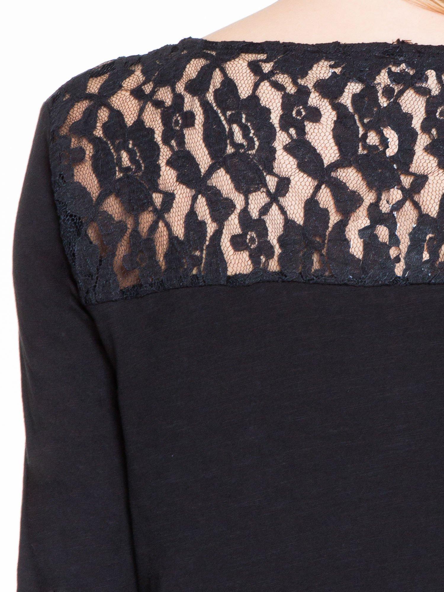 Czarna bluzka z koronkowym karczkiem                                  zdj.                                  7