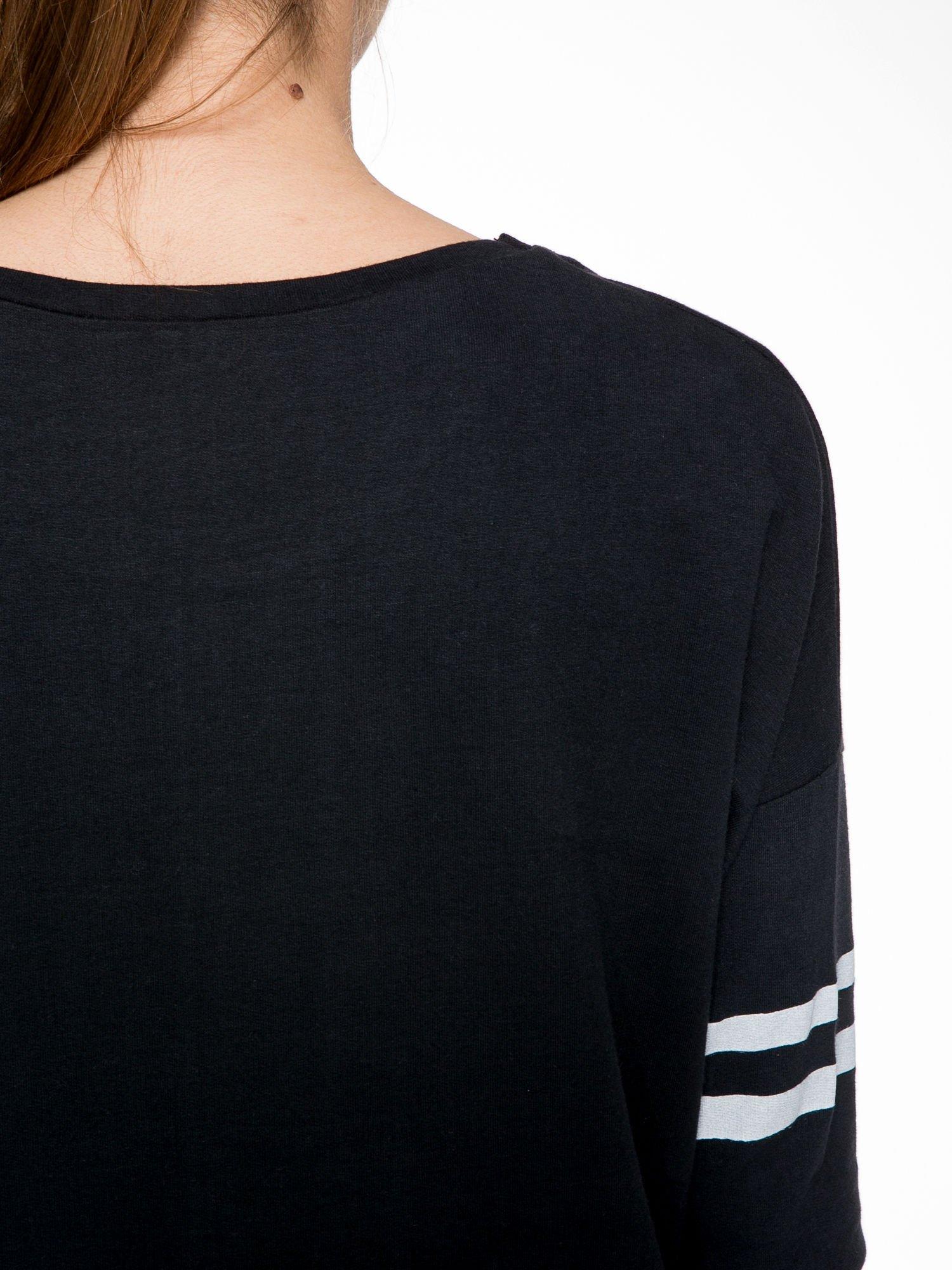 Czarna dresowa bluza z literą A w stylu baseballowym                                  zdj.                                  8