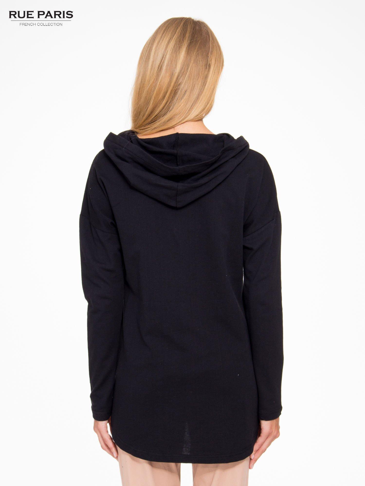 Czarna dresowa tunika z kominokapturem                                  zdj.                                  4