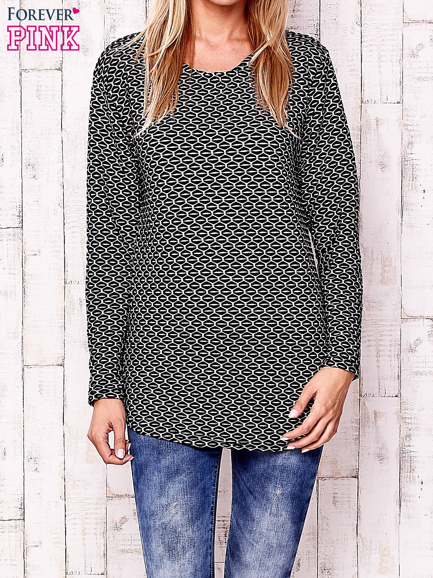 Czarna fakturowana bluzka z motywami graficznymi                                  zdj.                                  1