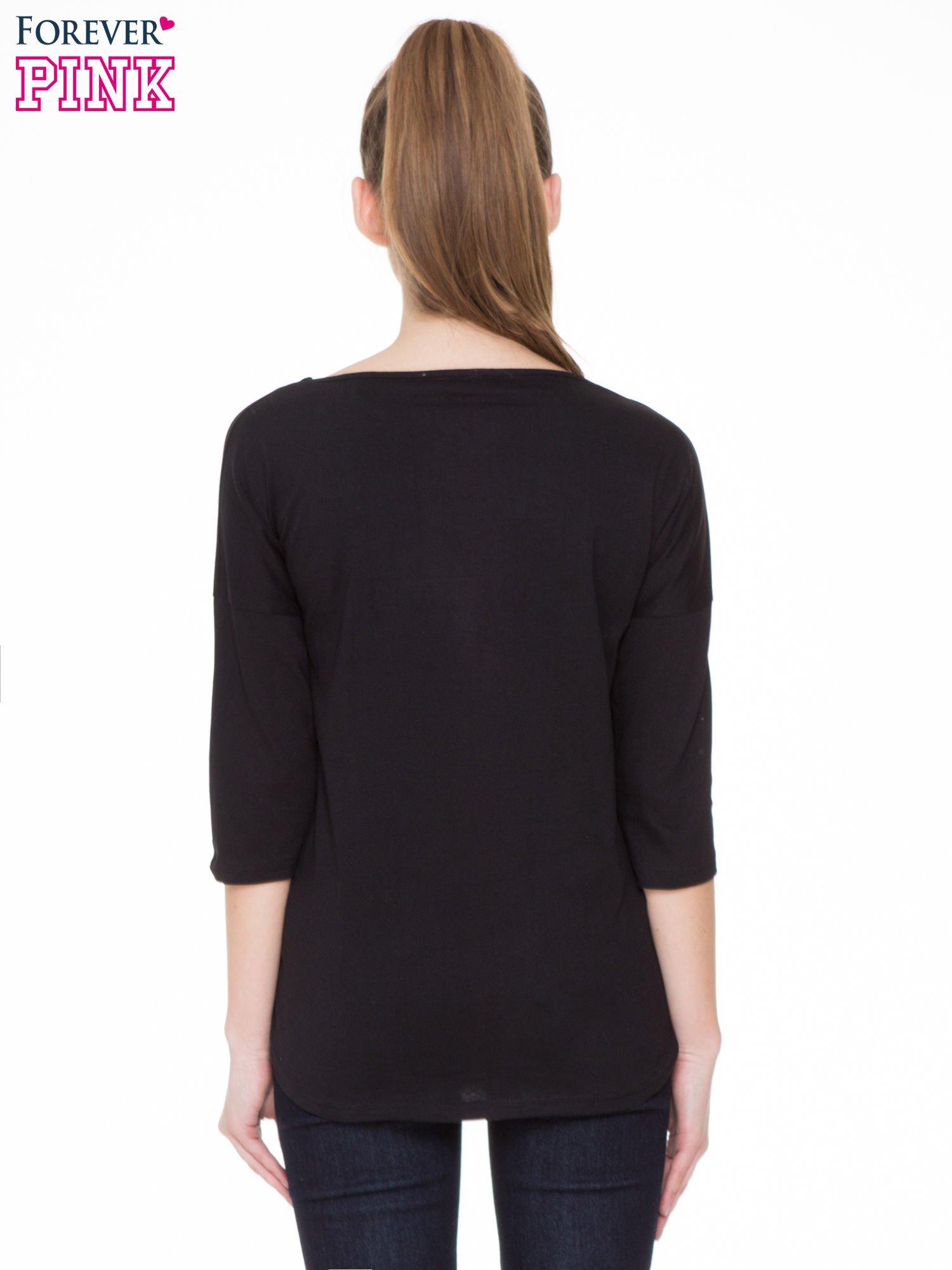 Czarna gładka bluzka z ozdobnymi przeszyciami                                  zdj.                                  4