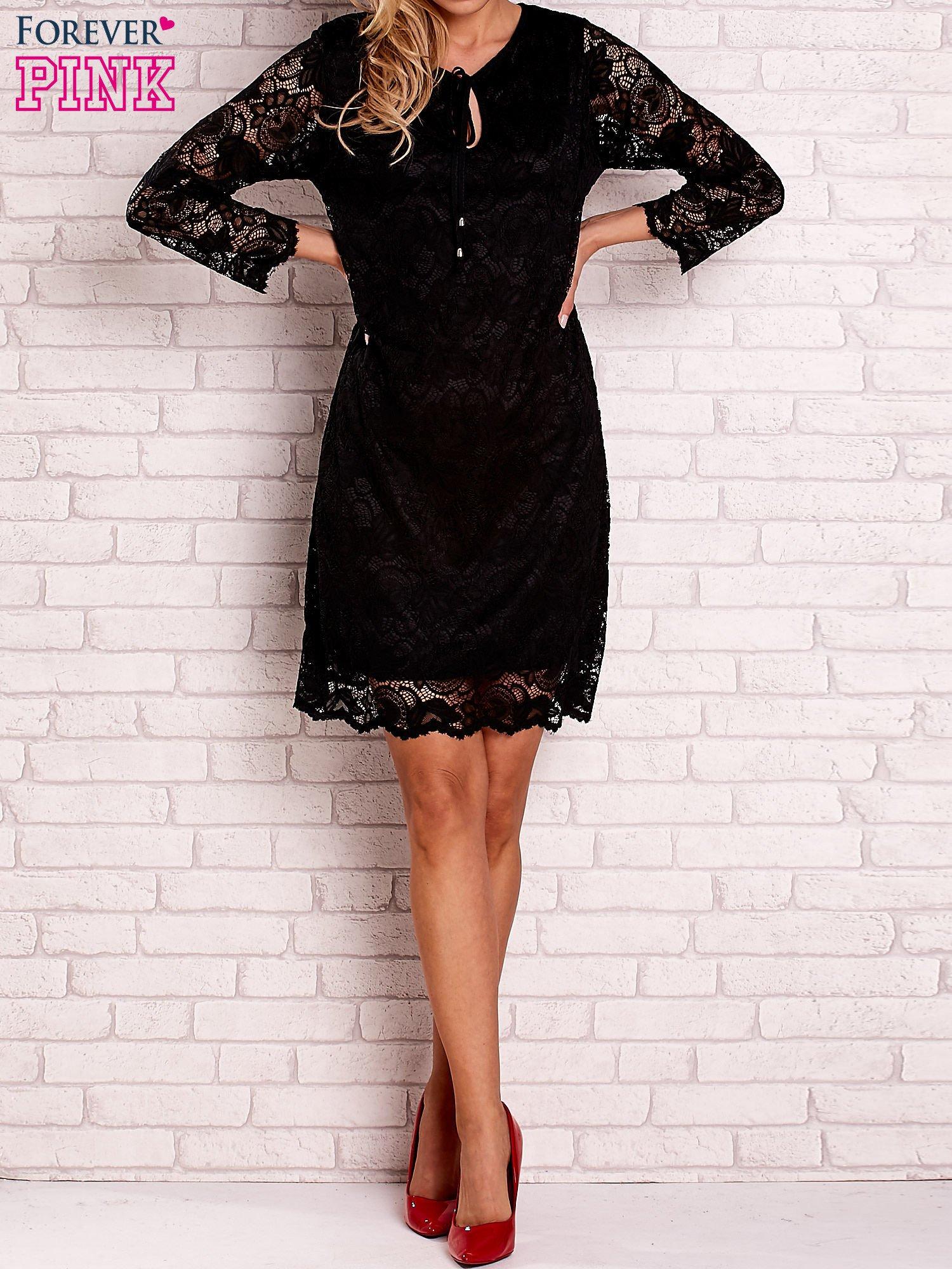 Czarna koronkowa sukienka z wiązaniem                                  zdj.                                  3