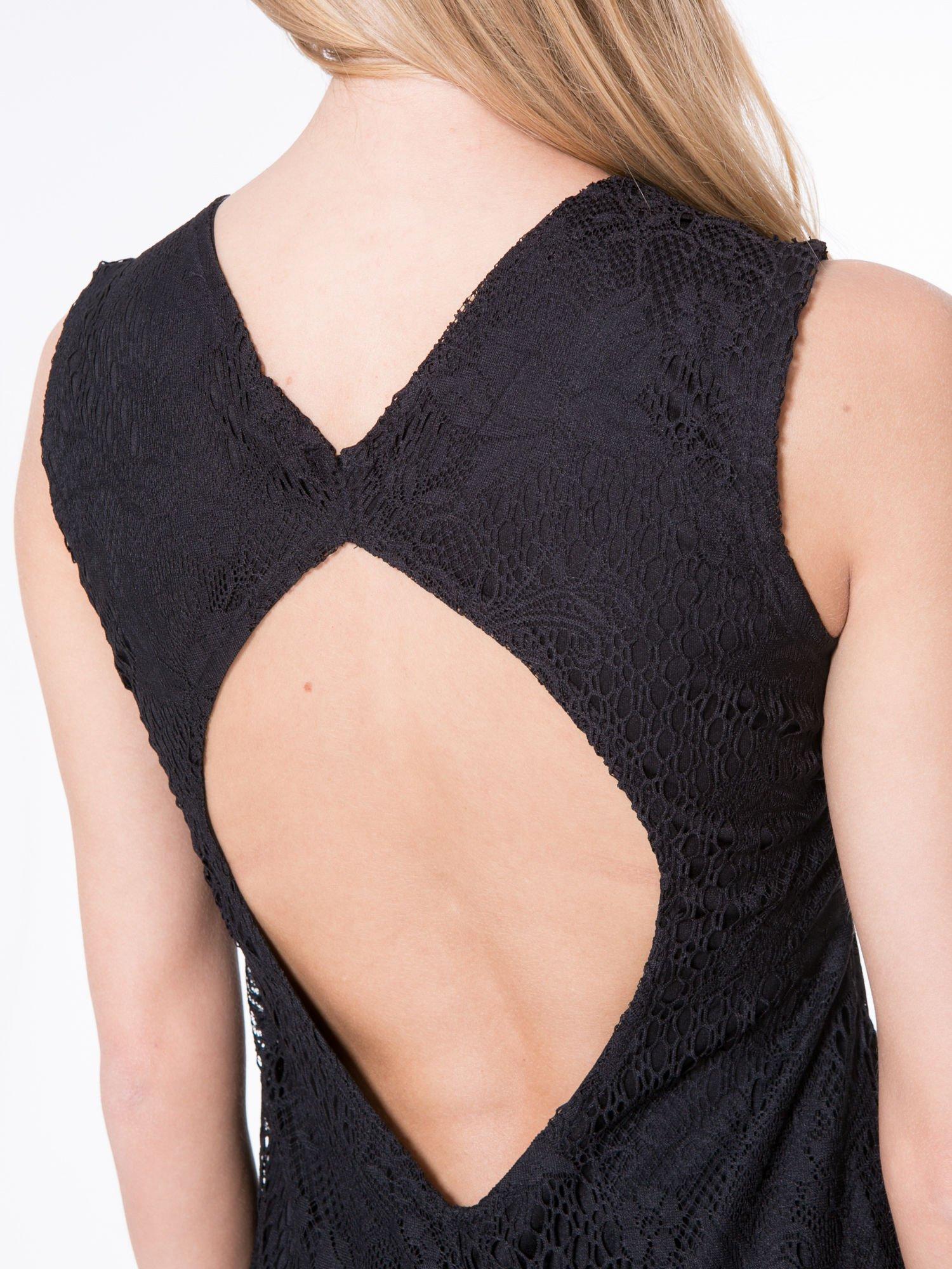 Czarna koronkowa sukienka z wycięciem na plecach                                  zdj.                                  5