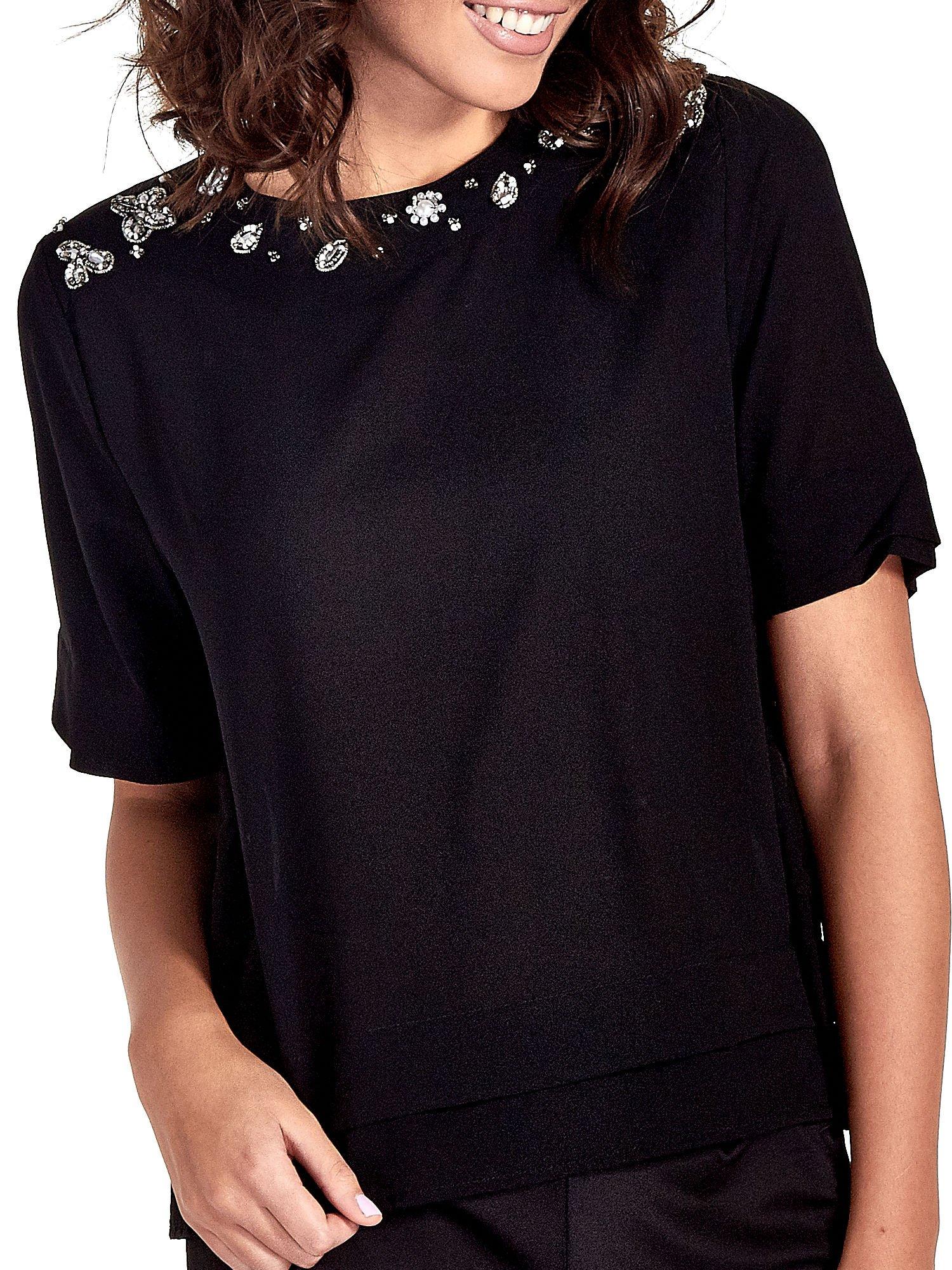 Czarna koszula dwuwarstwowa z biżuteryjnym dekoltem                                  zdj.                                  6