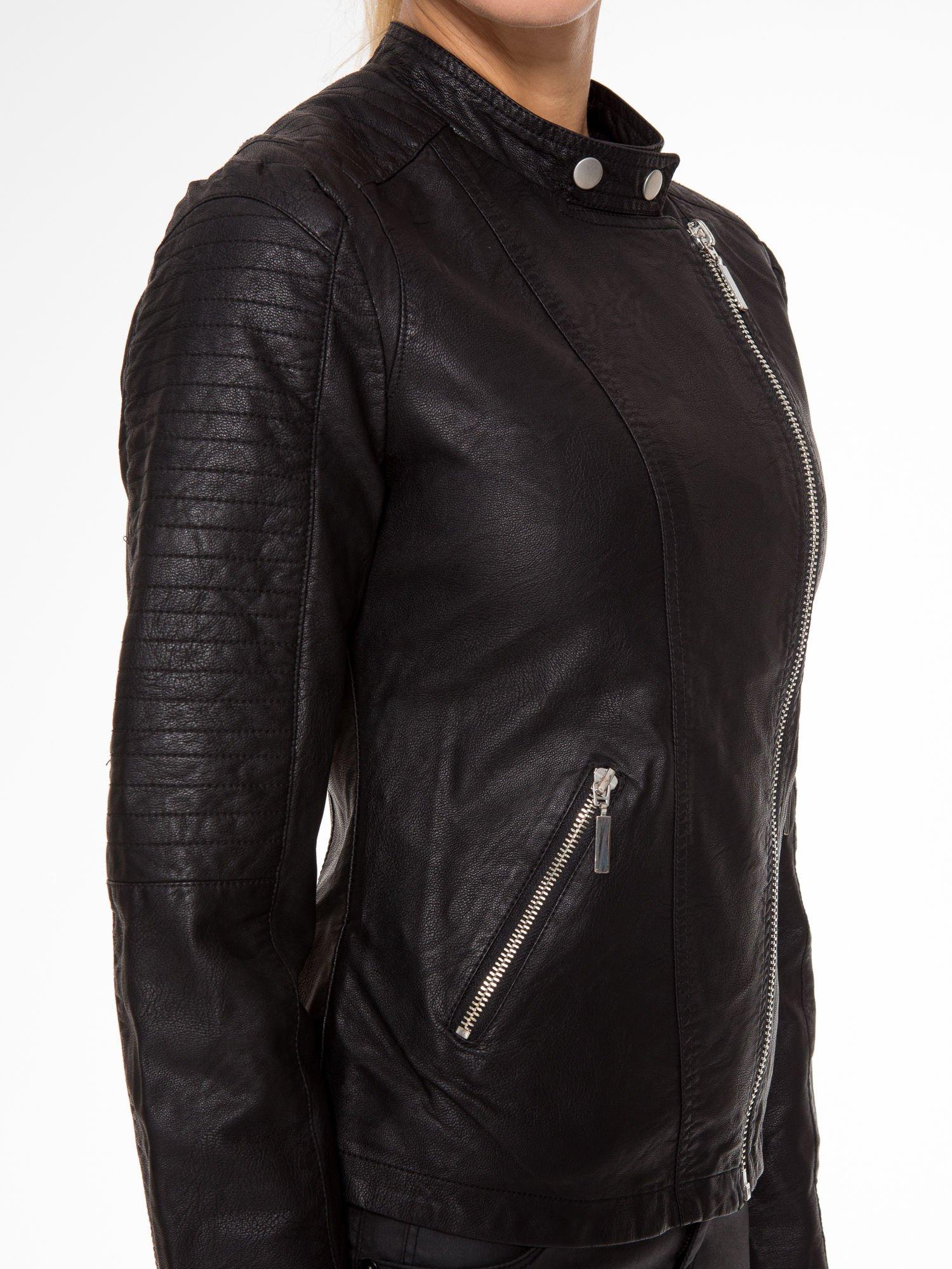 Czarna kurtka biker z przeszyciami na ramionach                                  zdj.                                  7