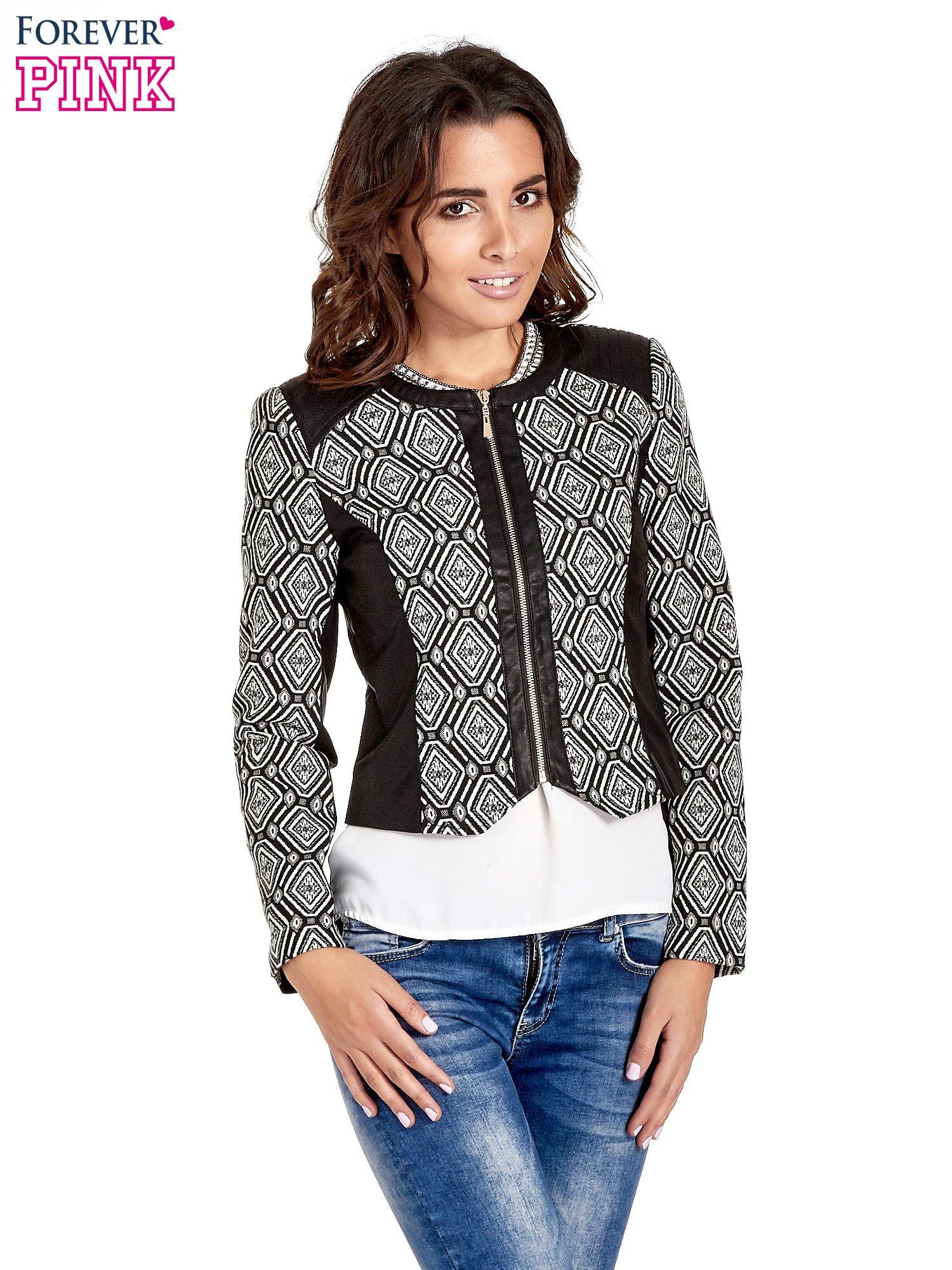Czarna kurtka w geometryczne wzory ze skórzanymi wstawkami                                  zdj.                                  1