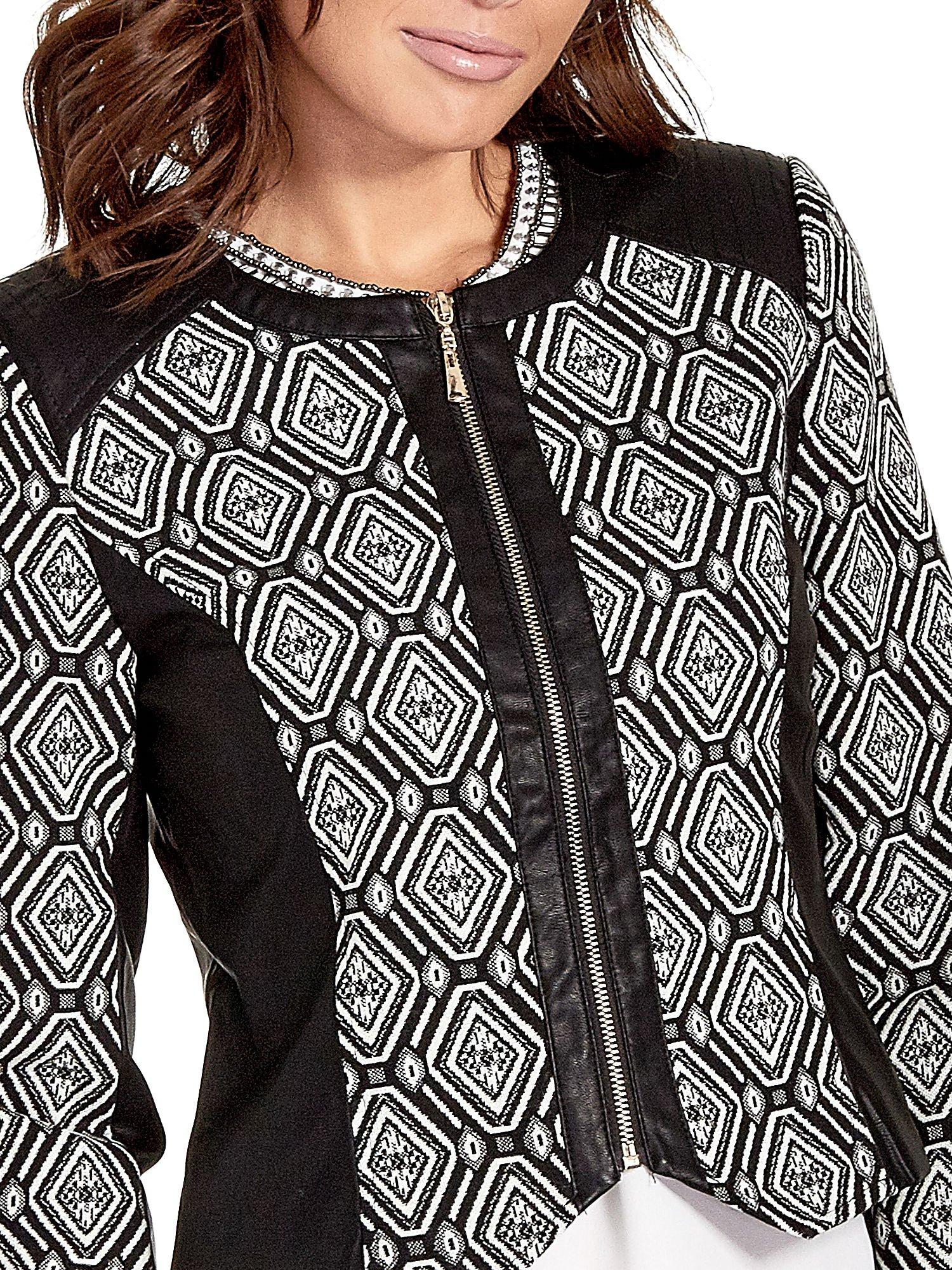 Czarna kurtka w geometryczne wzory ze skórzanymi wstawkami                                  zdj.                                  5